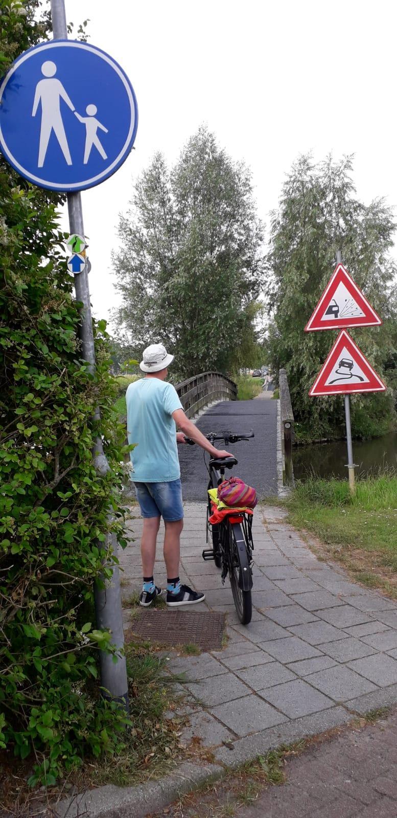 Voetgangers? Fietsers? Auto's? Wie gaat er over de brug in Hoogkarspel?