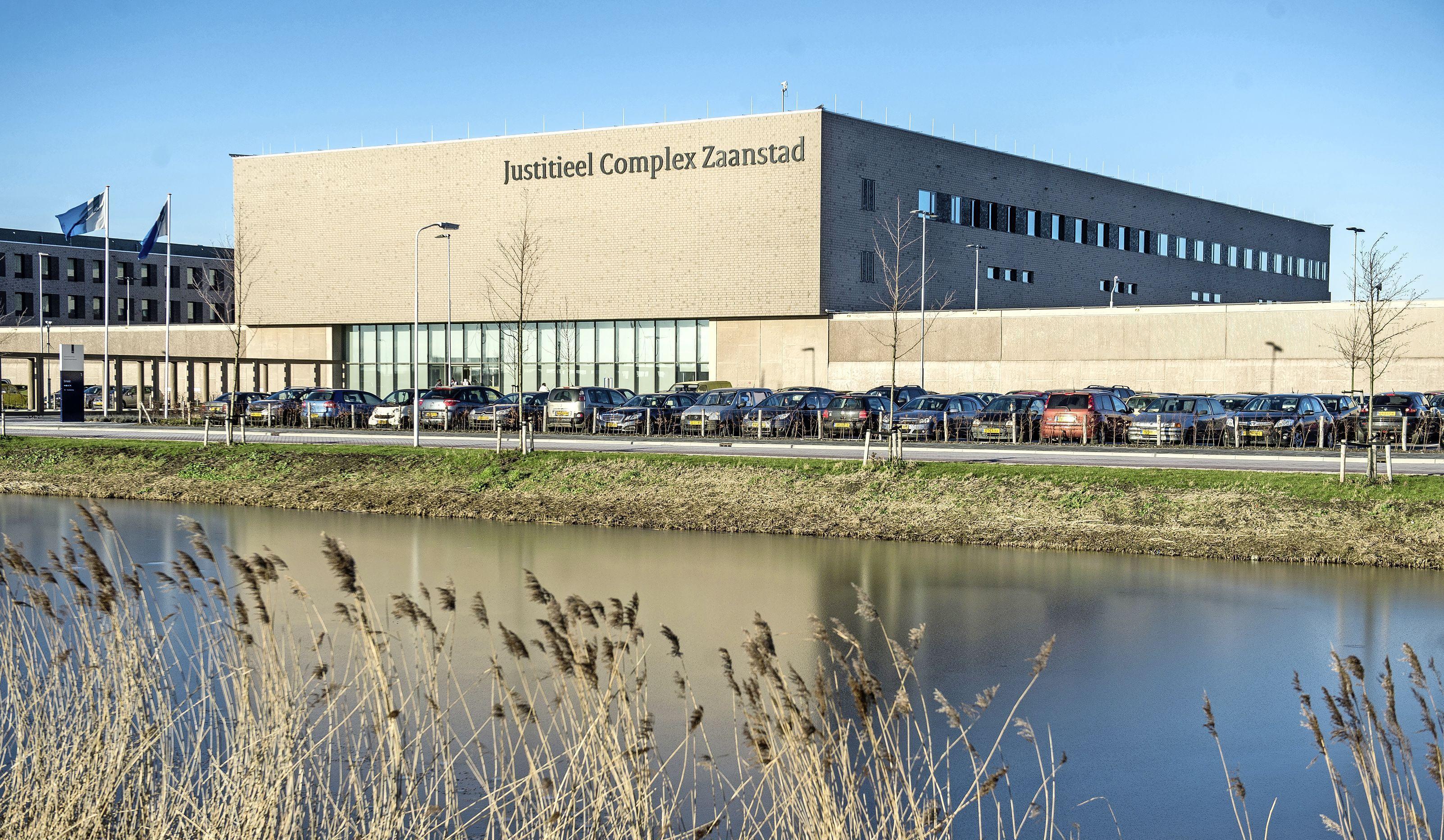 Van alle gevangenissen had JC Zaanstad het hoogste aantal besmettingen, gedetineerden voelen zich niet beschermd: 'Ik voel me buiten veiliger dan binnen'