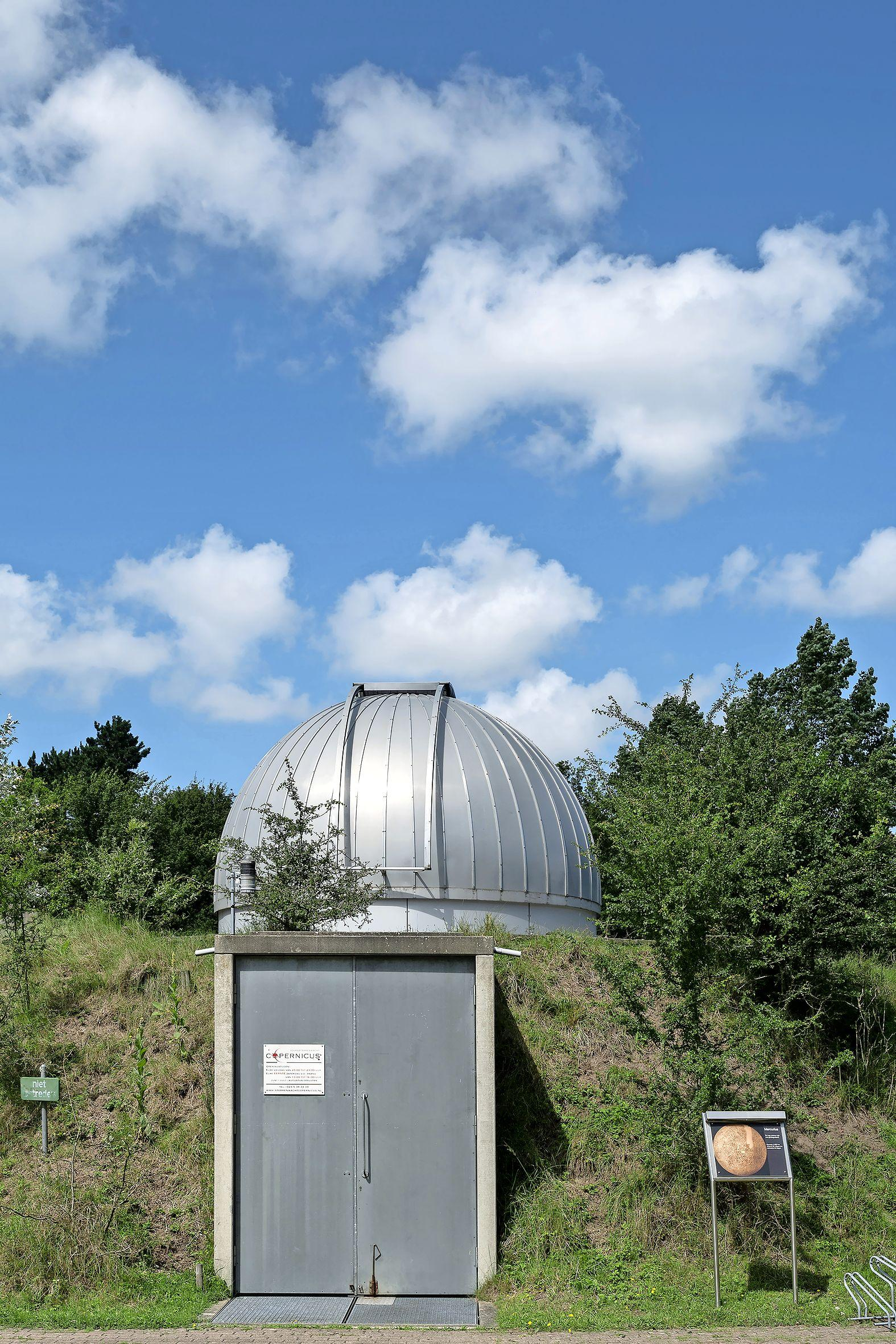 Knallende ruzie tussen sterrenwacht Copernicus en tennisvereniging WOC; led-lampen zorgen voor lichtvervuiling