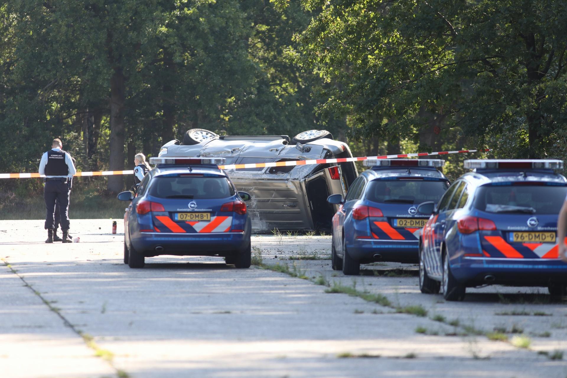 Ongeluk op militair oefenterrein de Vlasakkers in Soesterberg, testwagen slaat over de kop