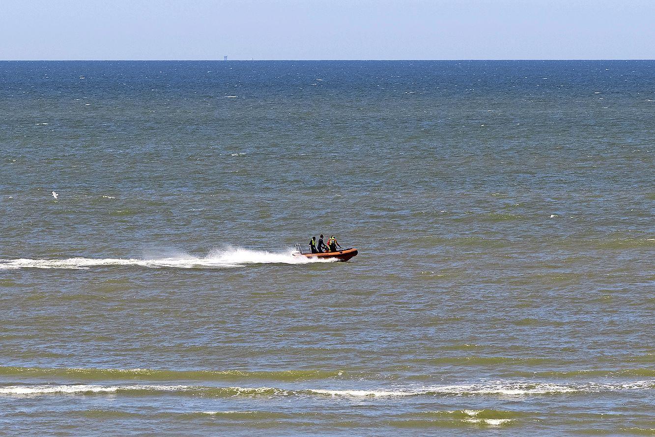 Twee personen gered uit zee bij Zandvoort