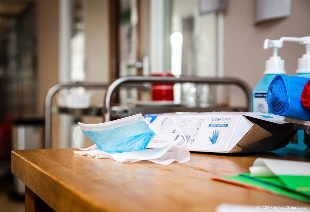 Verpleegkundigenbond overweegt juridische stappen om mondkapjes