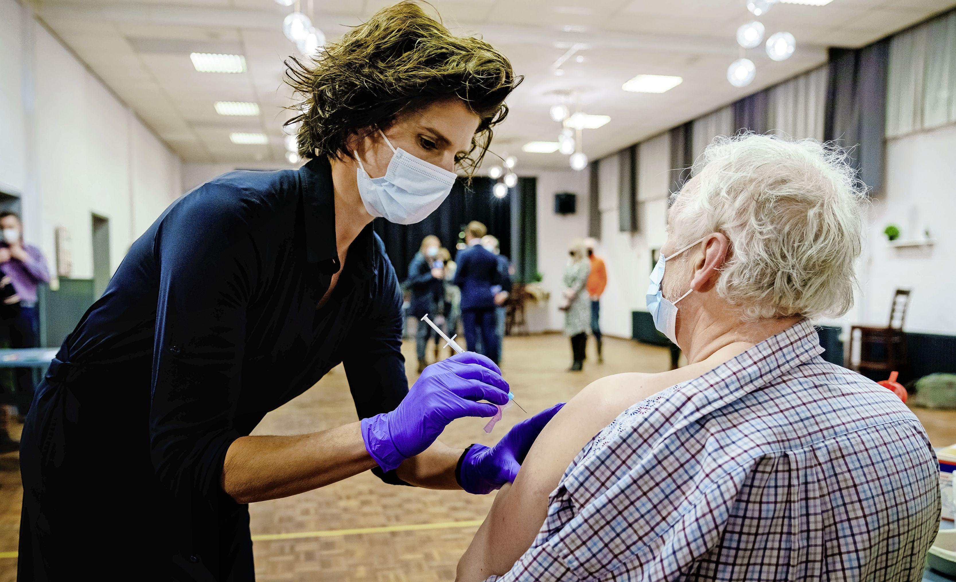 Partner al een vaccin-afspraak maar jij nog niet? Zo ben je eerder aan de beurt bij GGD of huisarts