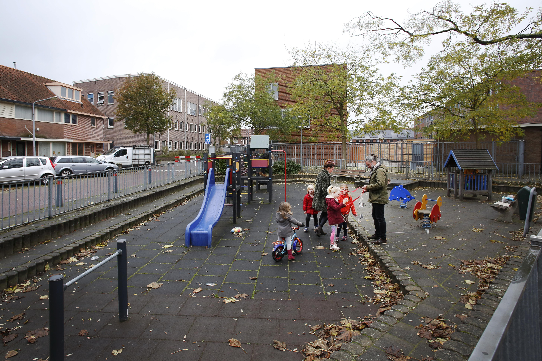 Hilversum gaat twee extra pleinen in Oost vergroenen: 'Belangrijk dat het groen goed verdeeld is in de buurt'