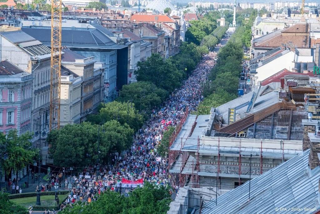 Hongaren protesteren tegen Orbans plan voor Chinese universiteit
