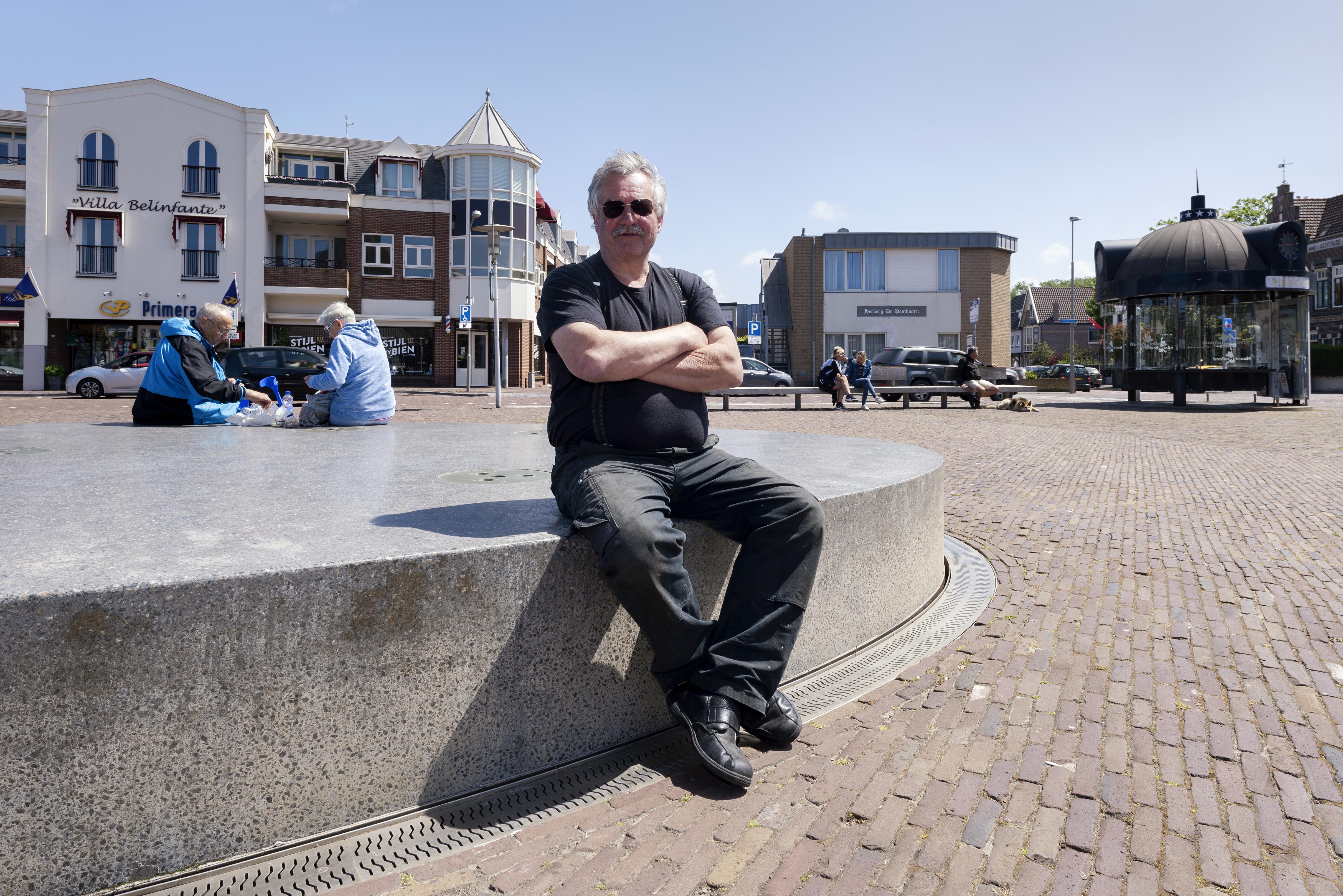 Uitbater viskraam Wijk aan Zee: 'Dagelijks leven aangenamer maken door coronalogisch denken'
