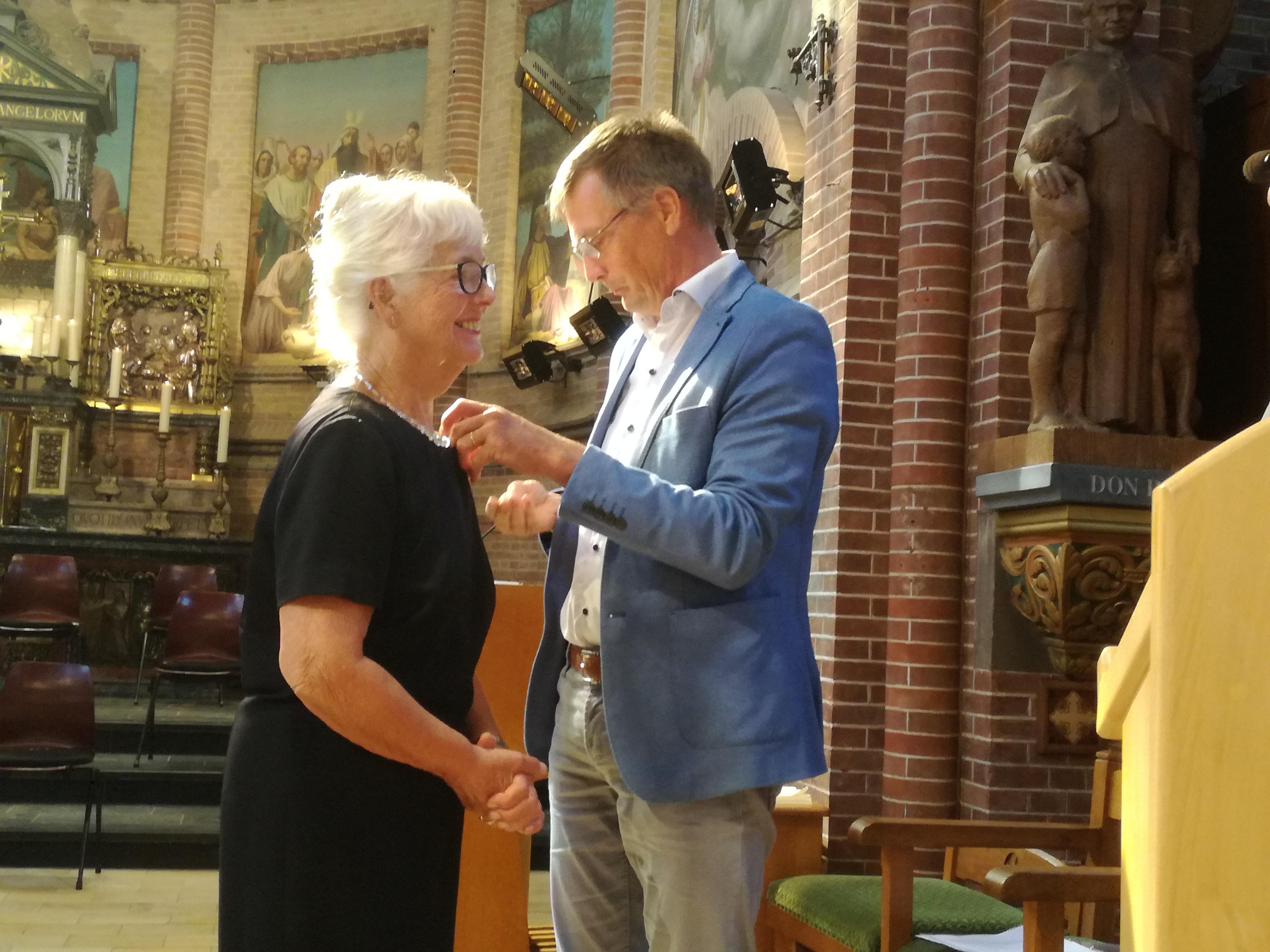 Victorspeld Obdam voor Ineke van Wijk, een van de trouwe vrijwilligers voor de kapeldiensten