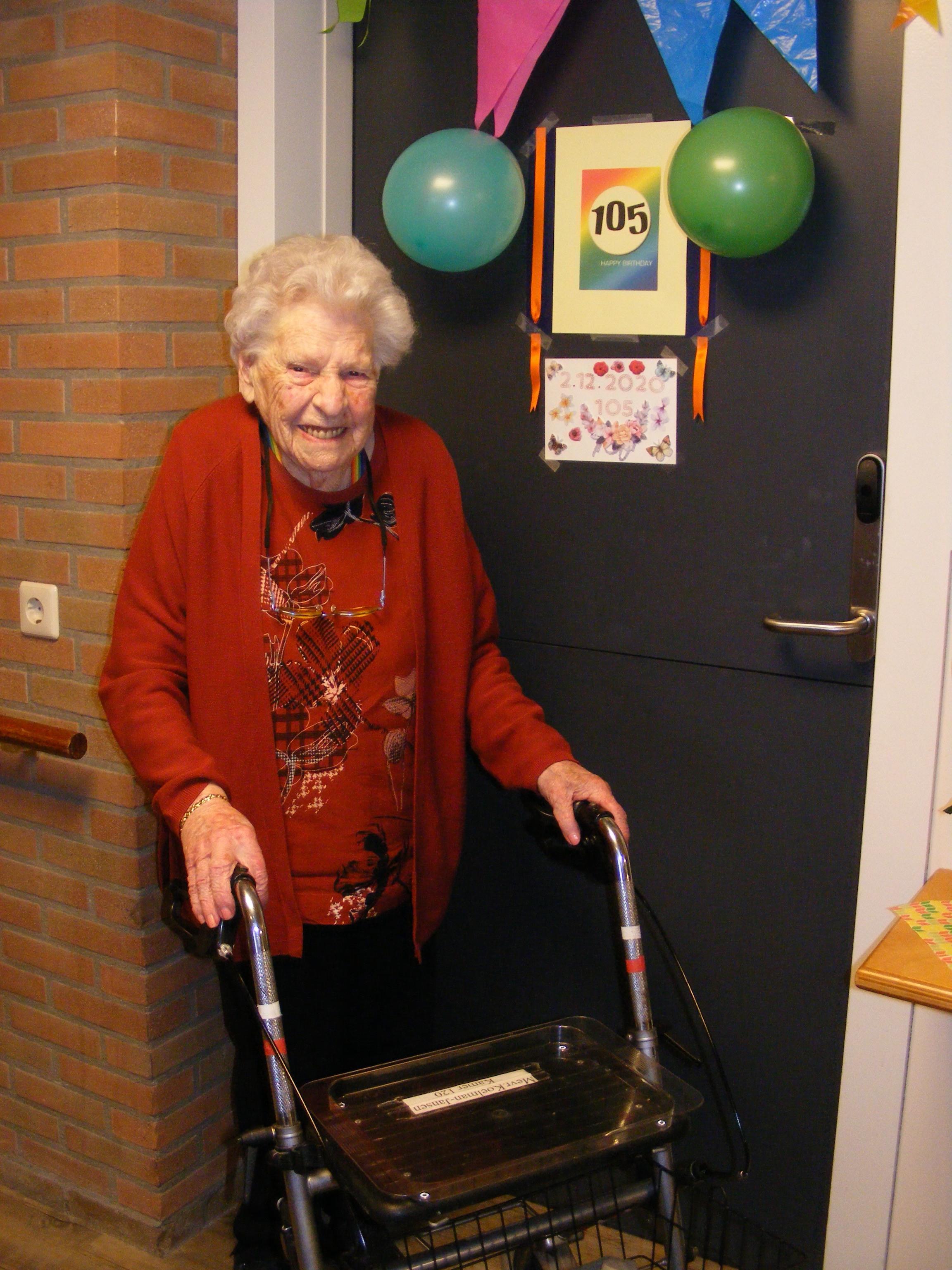 Cis Koelman-Jansen, oudste inwoner van Hoorn, viert 105e verjaardag