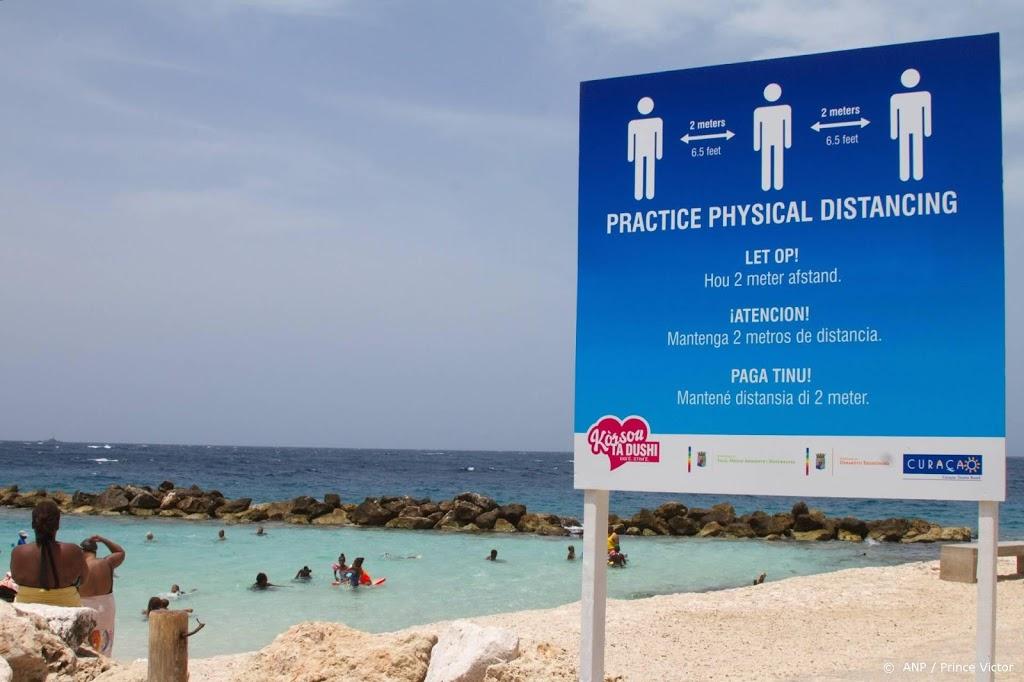 Honderden zorgmedewerkers melden zich voor coronahulp aan Curaçao