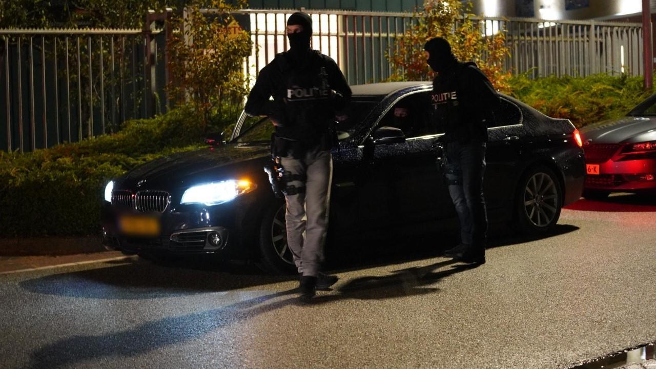 Politie doet inval bij bedrijfspand dat eerder was beschoten in Alkmaar
