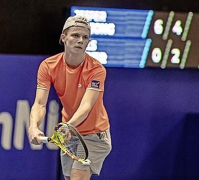 Jesper de Jong zet op NK tennis na Robin Haase ook titelverdediger opzij, ook Hillegomse Bente Spee naar finale