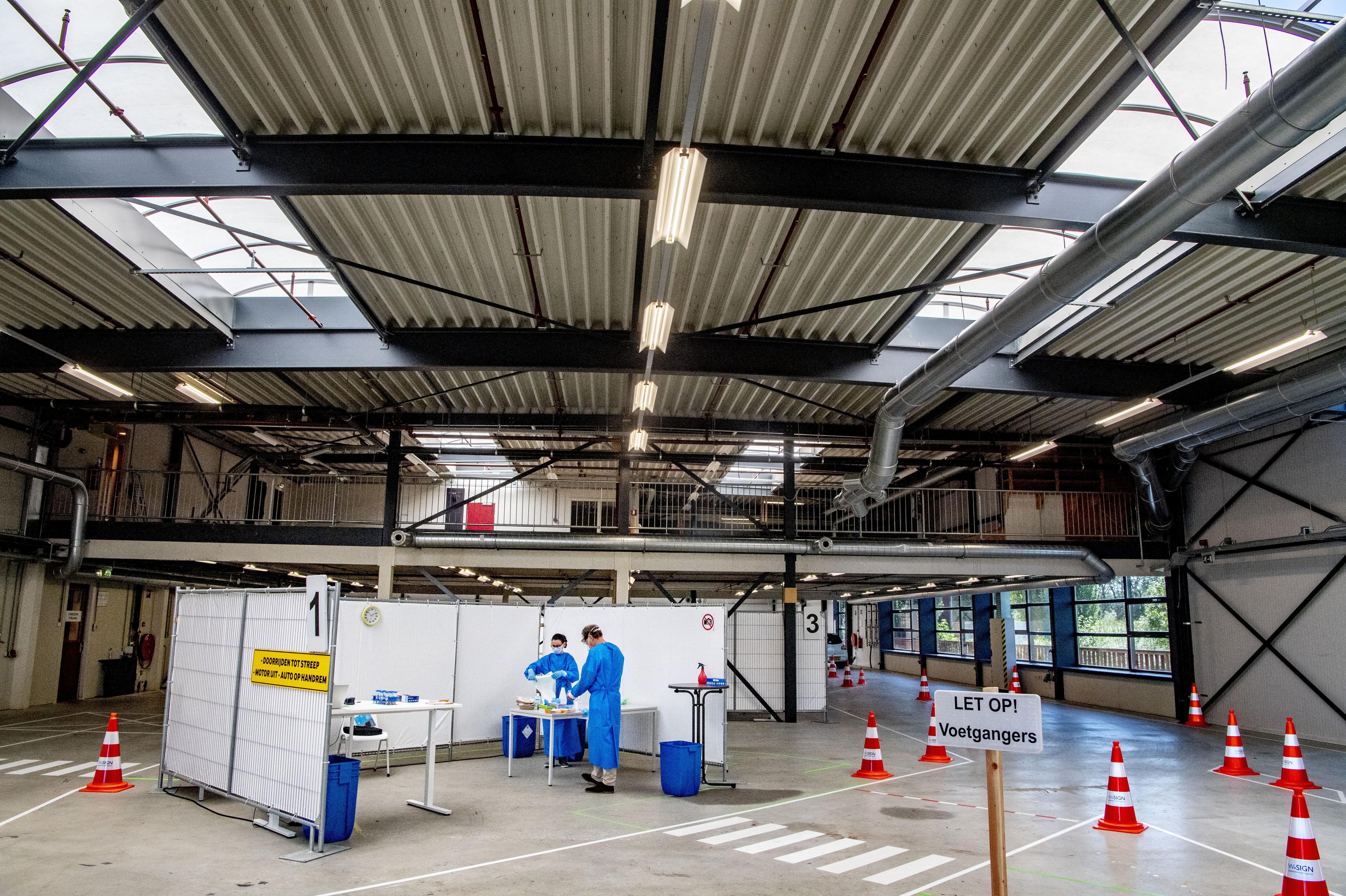 GGD Nederland: vorige week opeens 26.500 minder vraag naar tests. 'Opvallend na weken van alleen maar stijgingen'