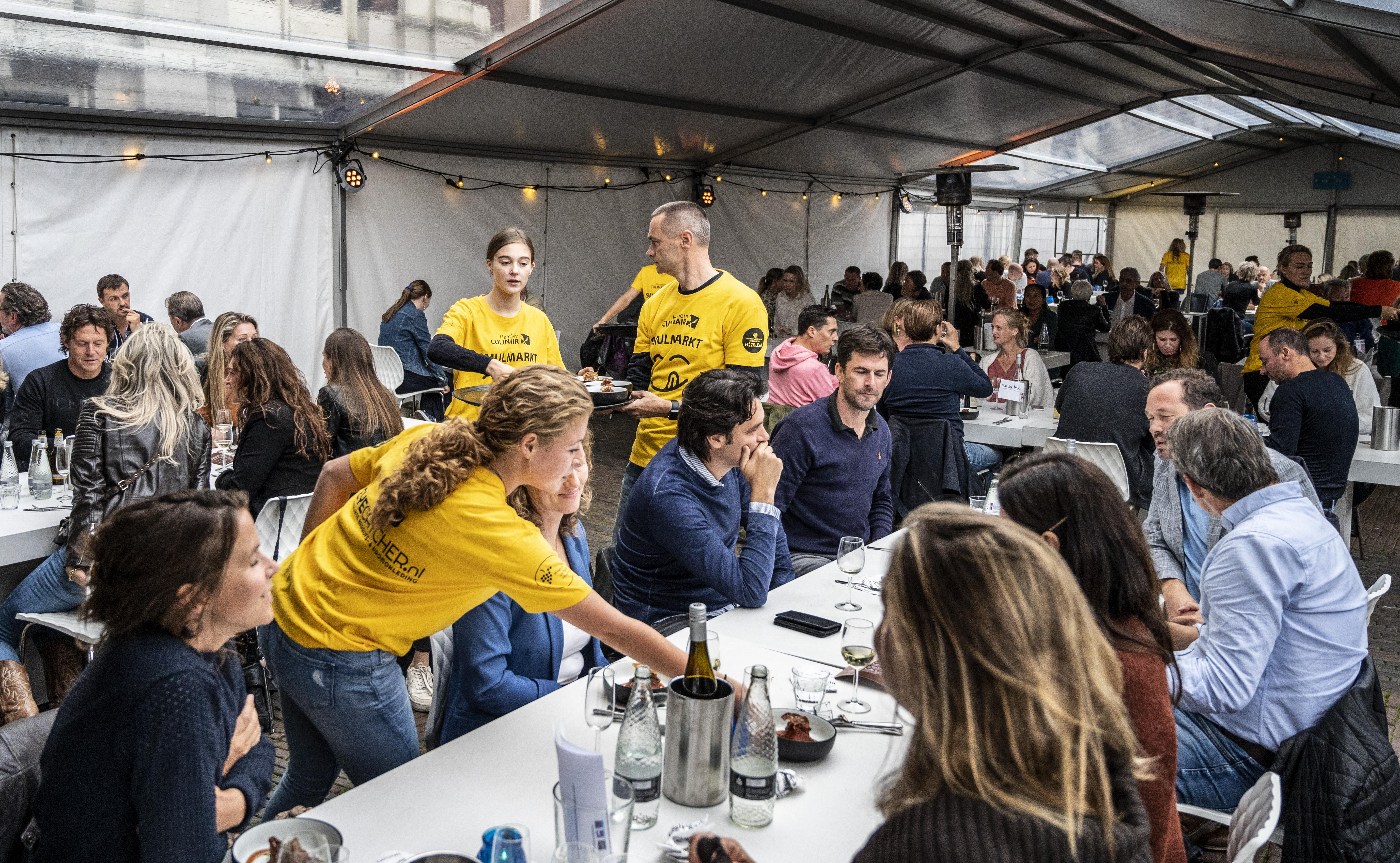 Aangepast culinair smulfeest op Grote Markt: 'Troostrijk en feestelijk tegelijk'