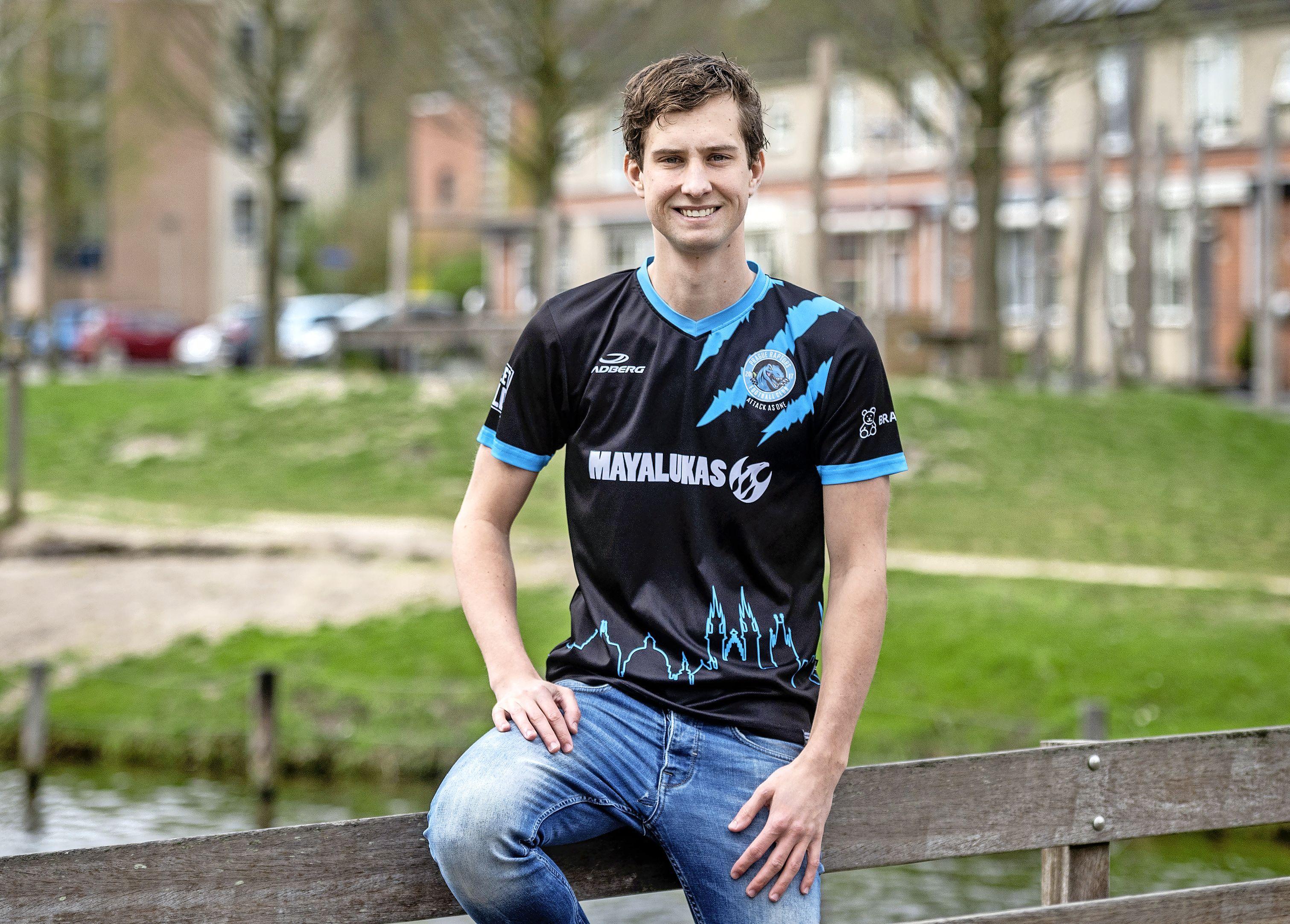 Jelle Damen kwam net tekort voor het eerste van VV Hillegom en is nu met Prague Raptors op weg richting het Tsjechische profvoetbal
