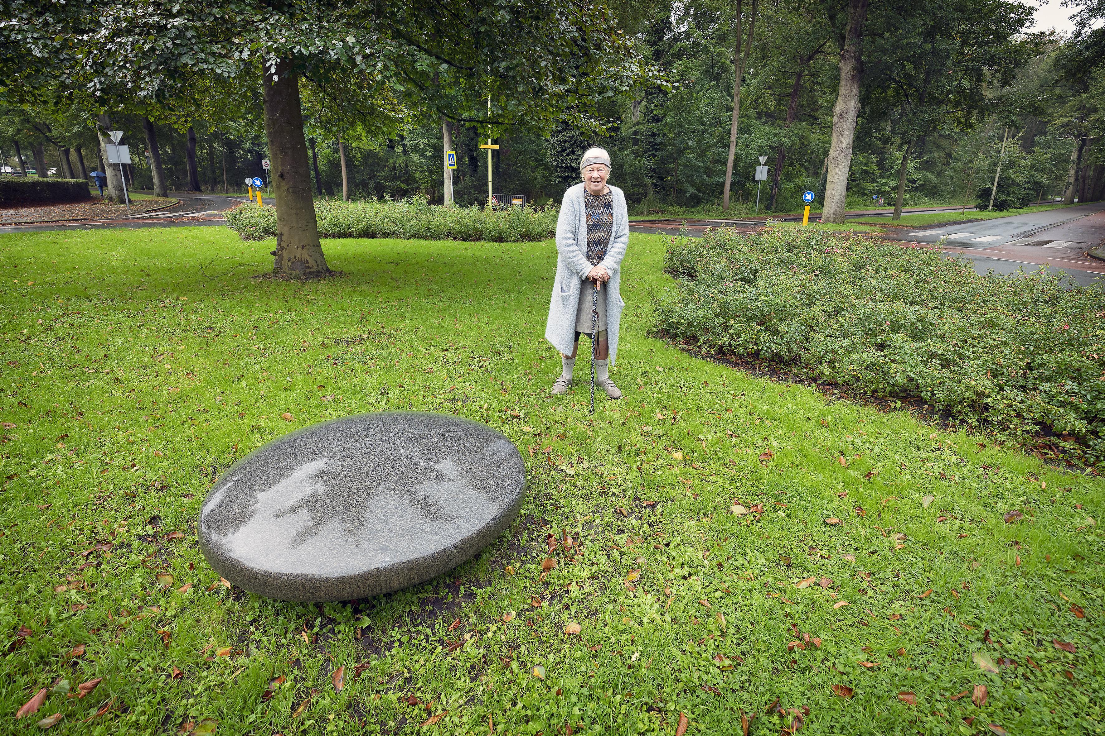 Bloemendaalse Hens Gottmer (87) schenkt kunstwerk aan gemeente: 'Ik ben mijn leven aan het opruimen'