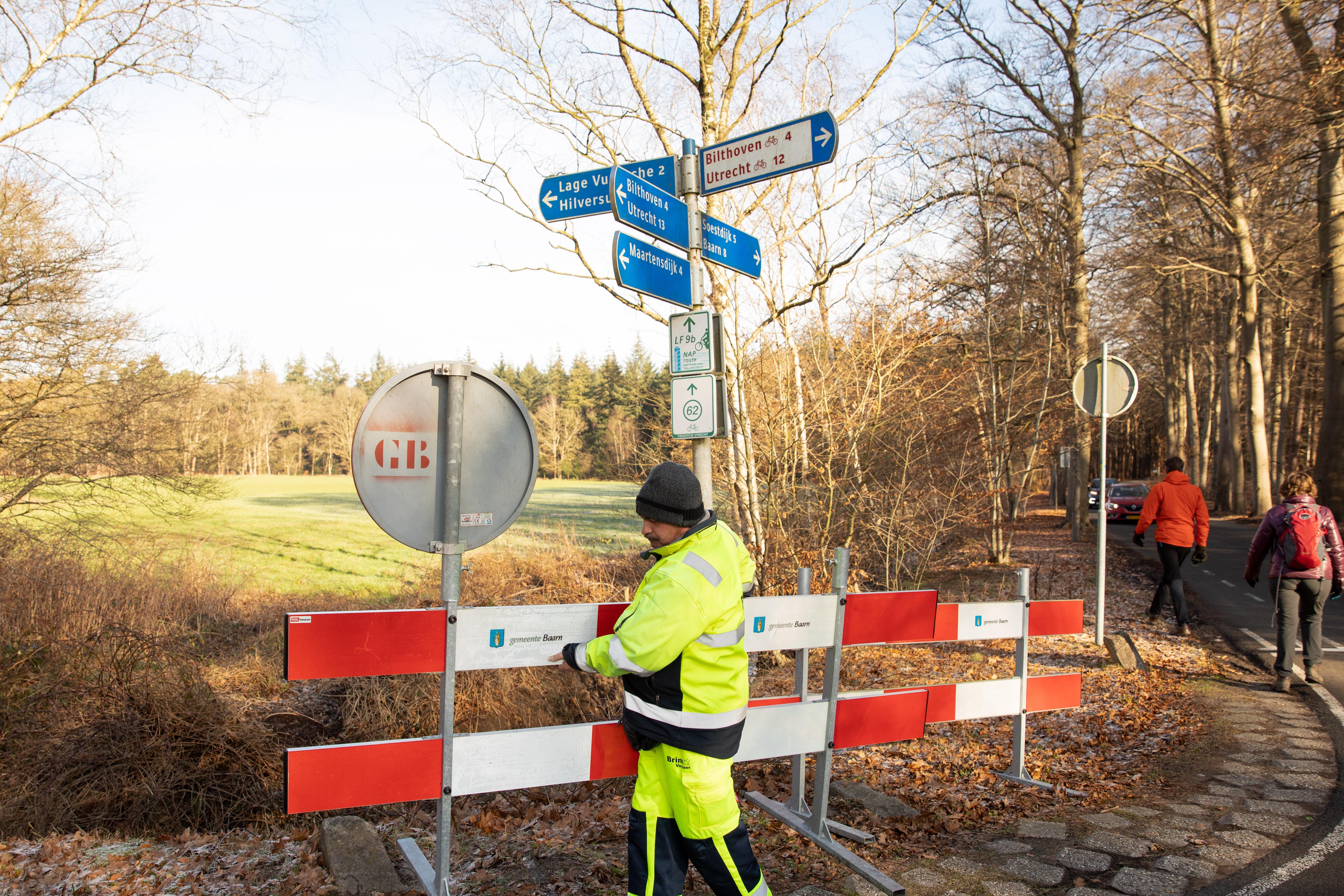 Lage Vuursche opnieuw afgesloten voor auto's, ook parkeerterrein kasteel Groeneveld op slot