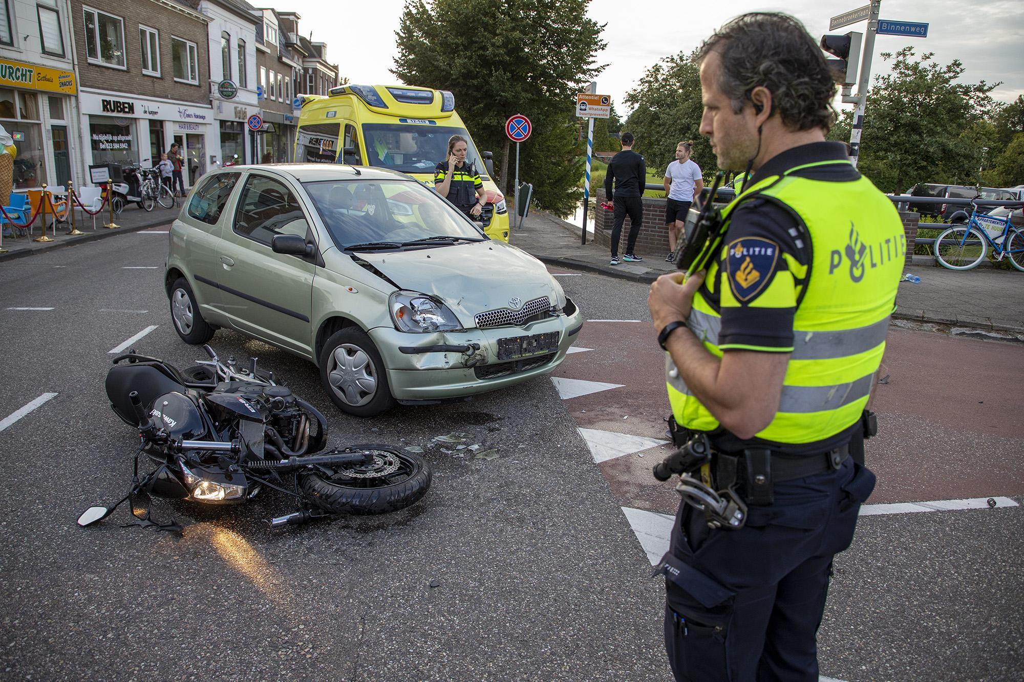 Motorrijder lichtgewond bij botsing met auto in Bennebroek