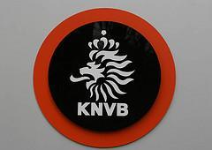 KNVB-bekerduels amateurclubs naar begin december, eredivisie zaalvoetbal en vrouwen stilgelegd