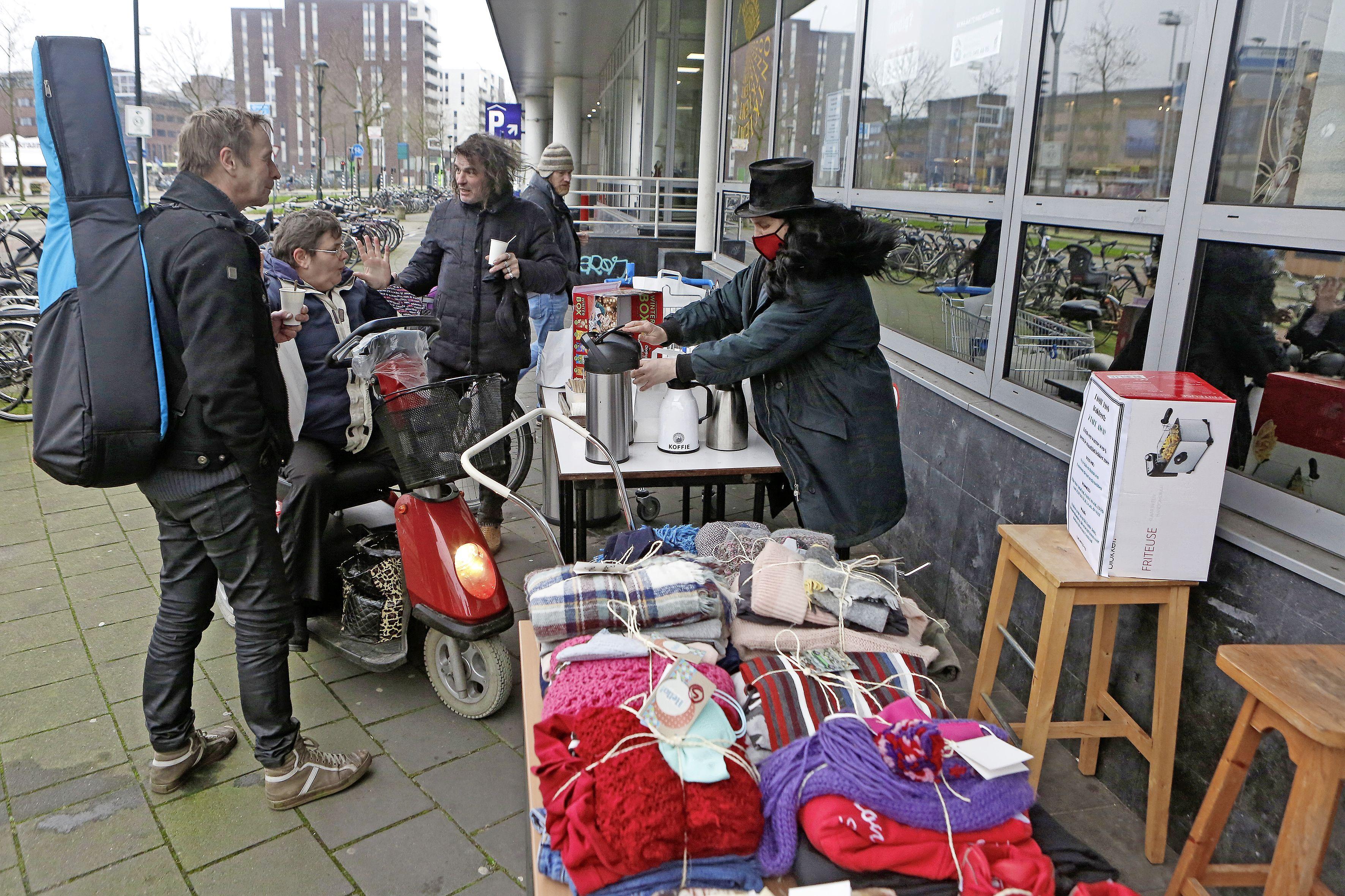 Gratis eten van Tante Jans groot succes: 360 maaltijden en donaties van geld en warme kleding