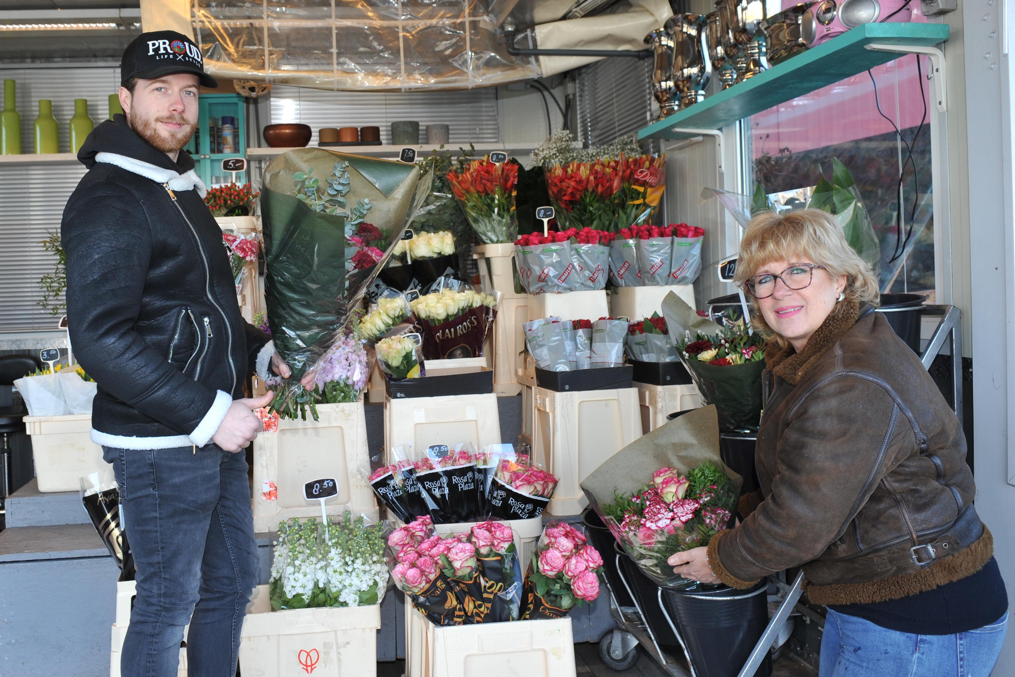 Kermisfamilie verkoopt nu bloemen op de Beverwijkse Bazaar: 'We proberen het hoofd boven water te houden'