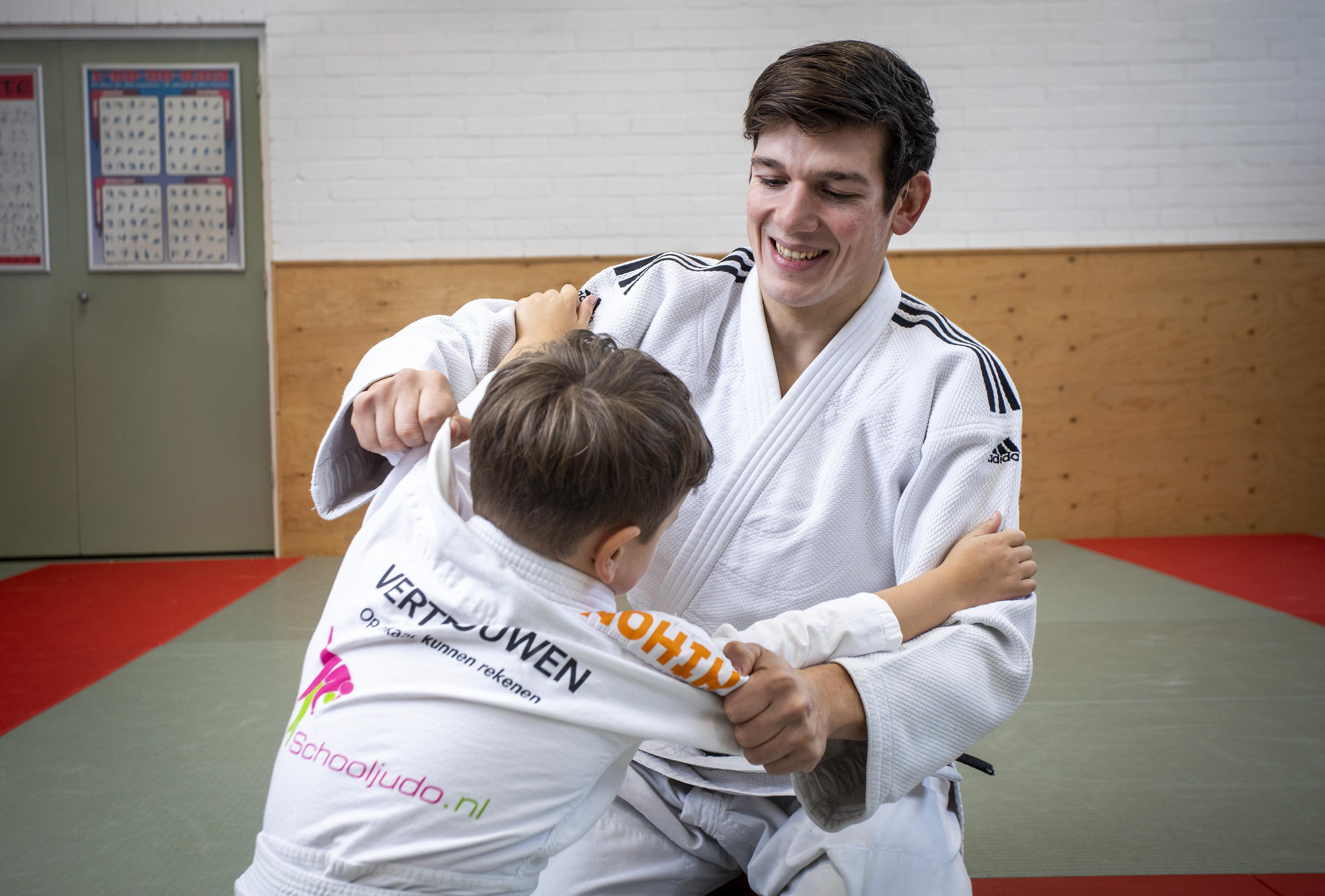 In de houdgreep op de Hummelingschool in Hilversum; 'Bij Schooljudo gaat het er niet om dat je de beste judoka wordt'