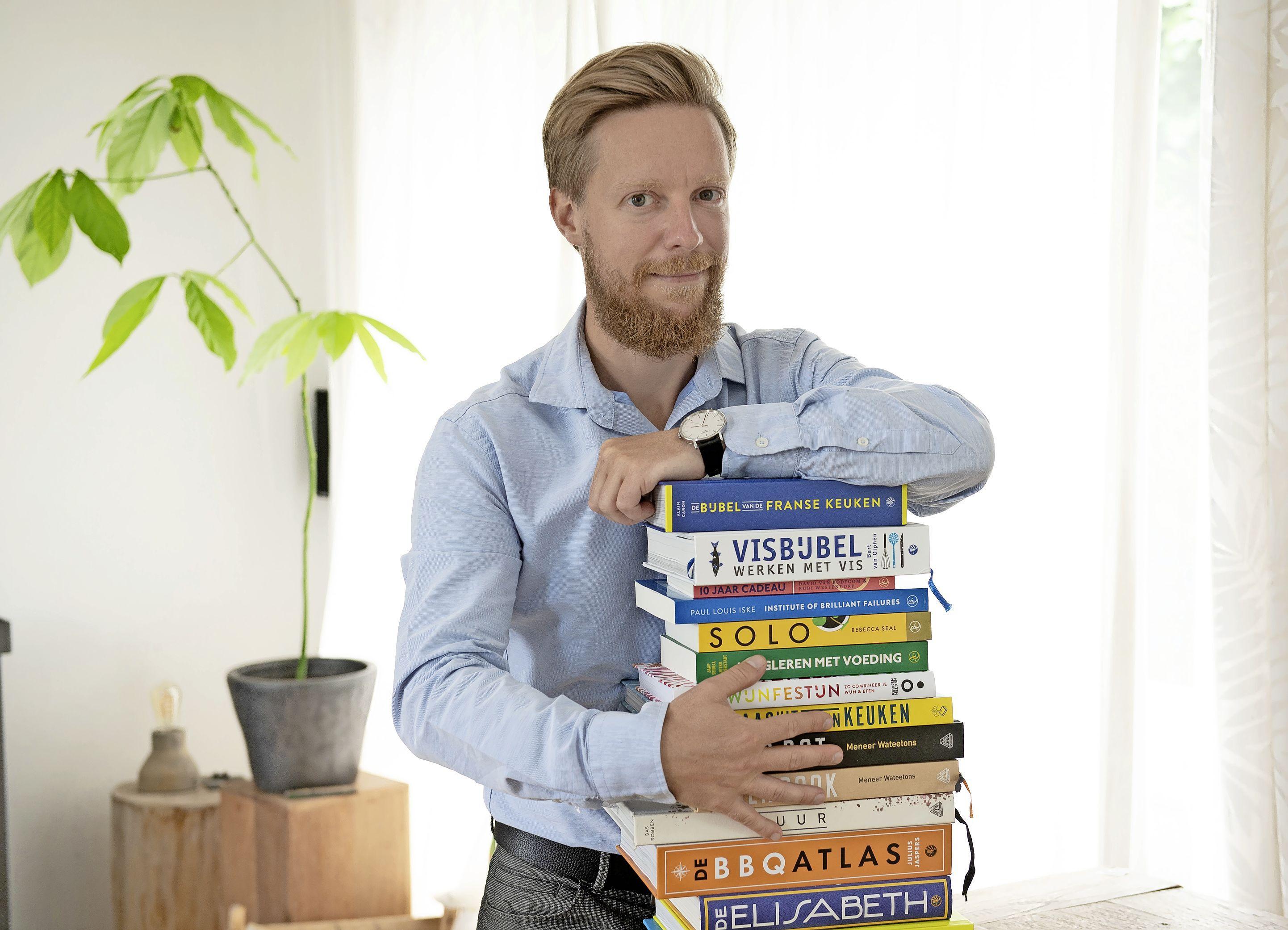 Illustrator Tijs Koelemeijer ligt met zijn kookboeken ook in China in de winkel: Hoe fileer je eigenlijk een cavia?