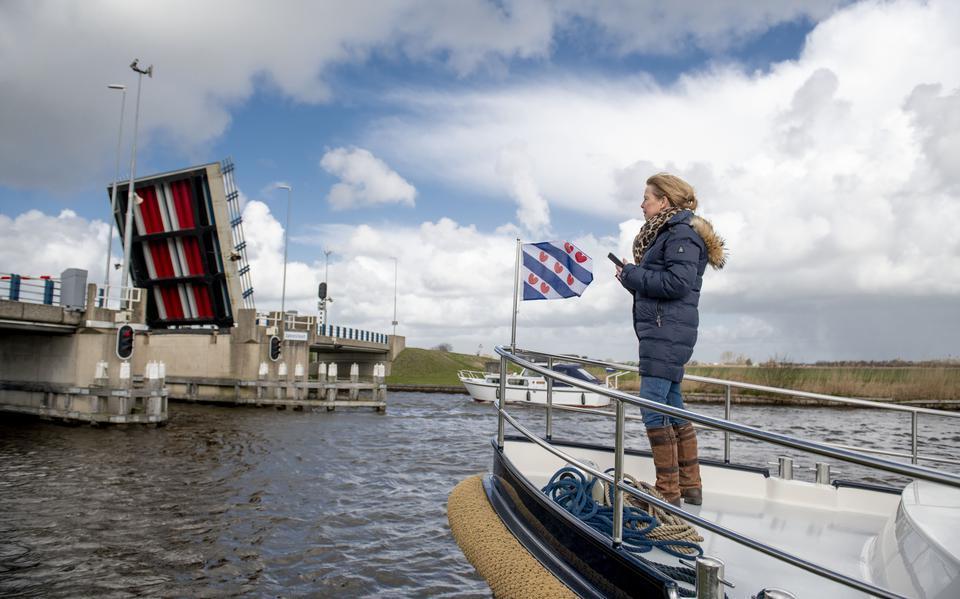 Moet de scheepvaart tol betalen om de Afsluitdijk te passeren? De zoektocht naar miljoenen voor de sluis bij Kornwerderzand loopt vast