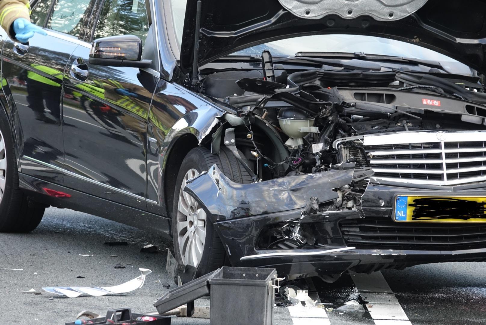 Auto te water bij ongeluk in Wormerveer, bestuurder gewond