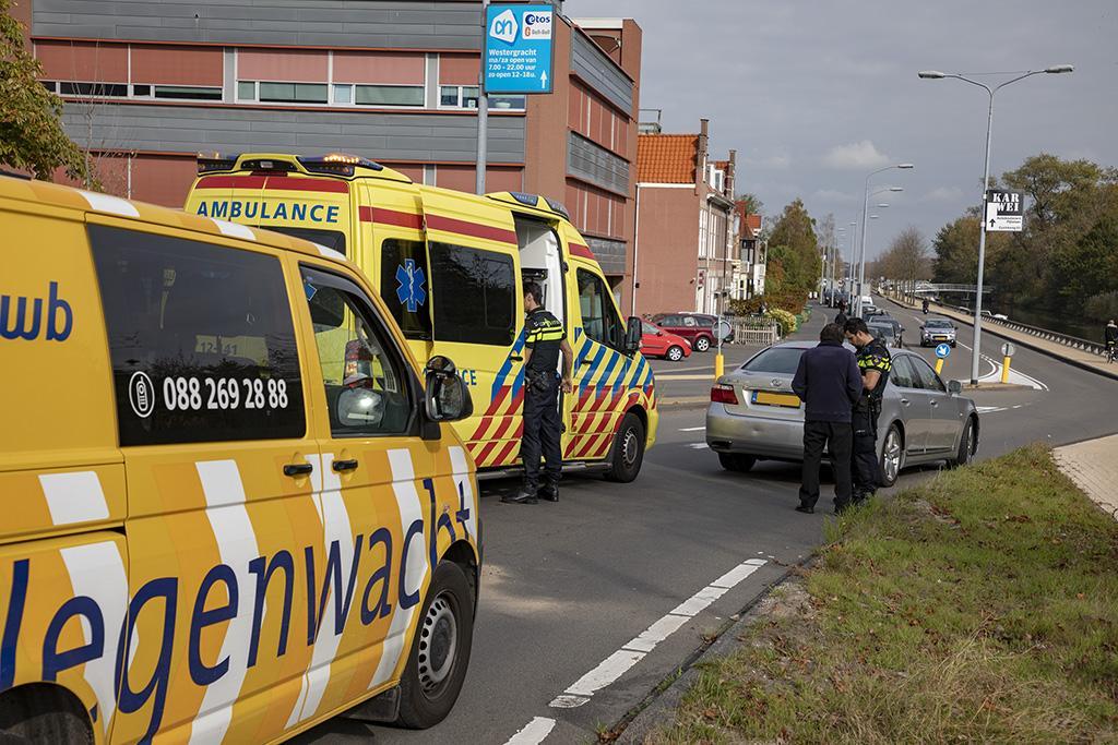 Scooterrijder naar ziekenhuis na aanrijding in Haarlem