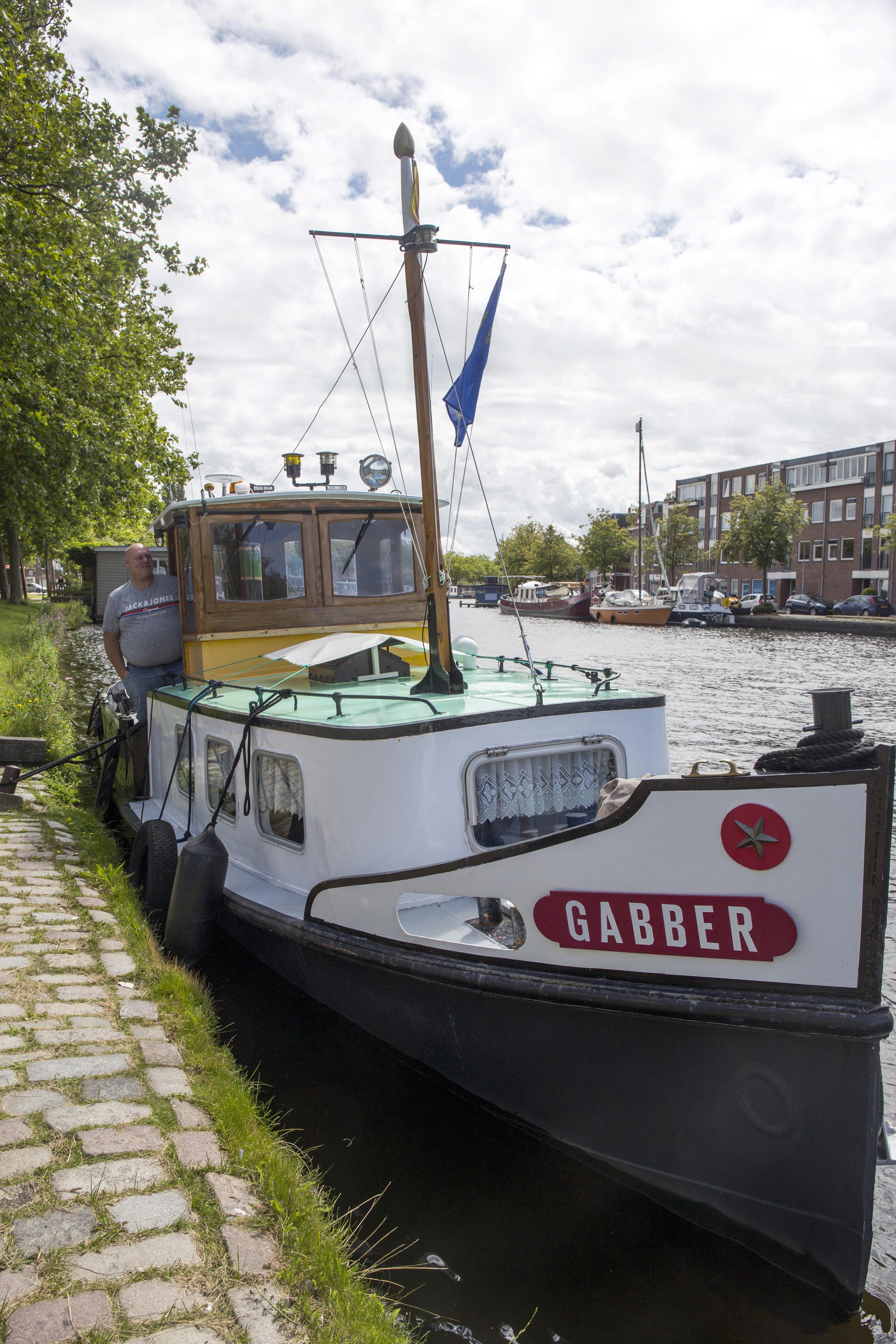 Boten en bootjes op het Spaarne: Gabber is een vriend op 't water