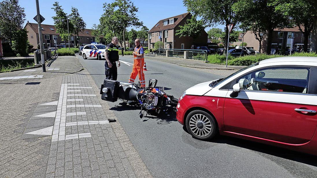 Motoragent loopt kneuzingen op bij aanrijding in Purmerend