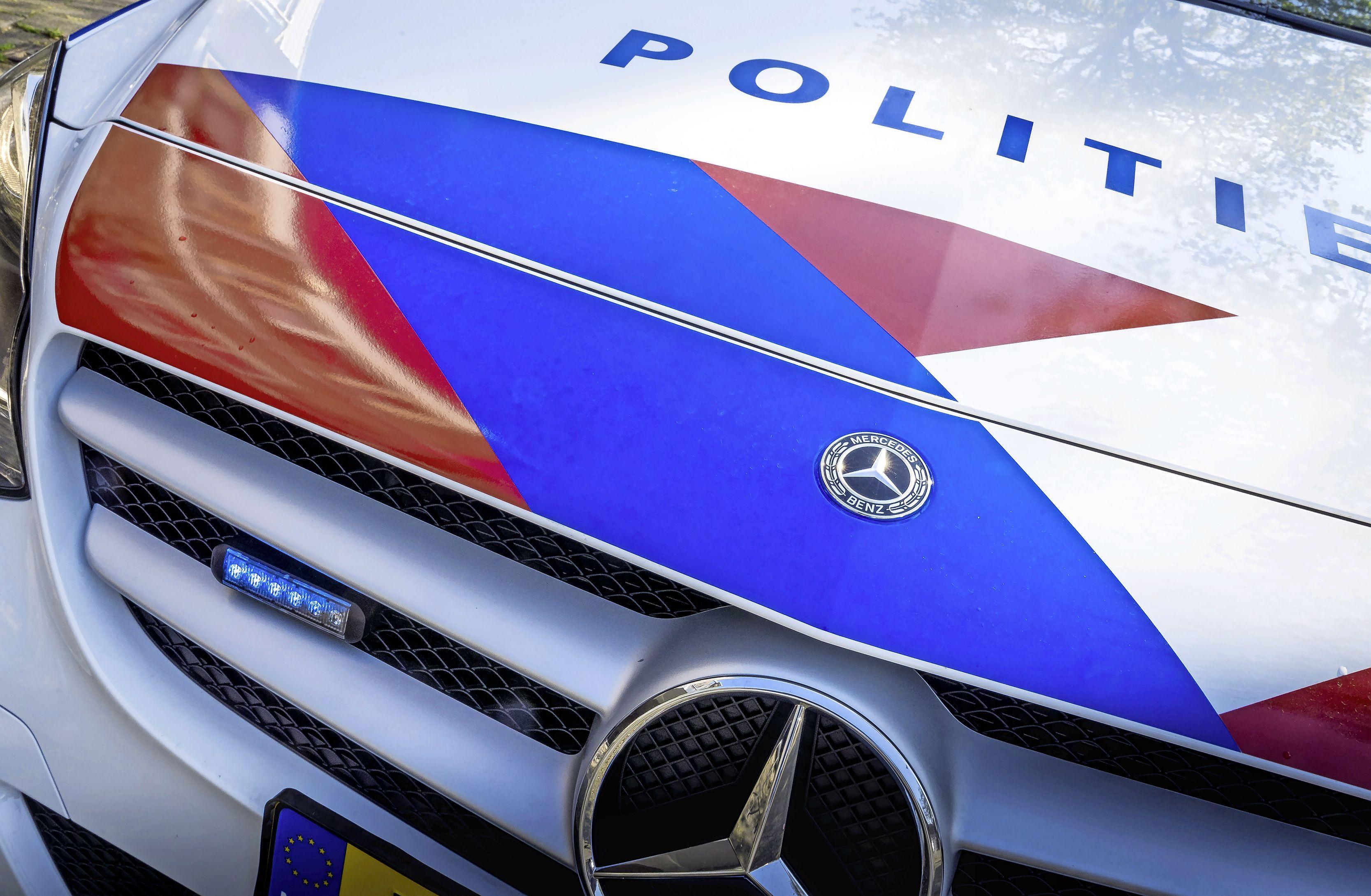 Steeds afslaande motor drijft man in armen van politie. Hij heeft waslijst aan overtredingen. Zoals: contactverbod met zijn passagiere