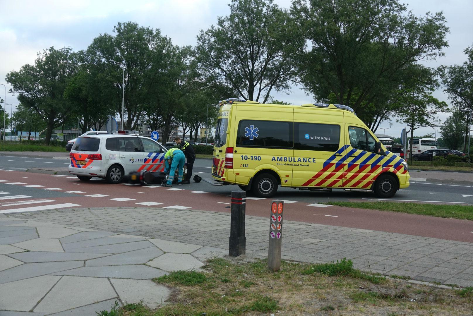 Scooterrijder aangereden door politieauto in Alkmaar