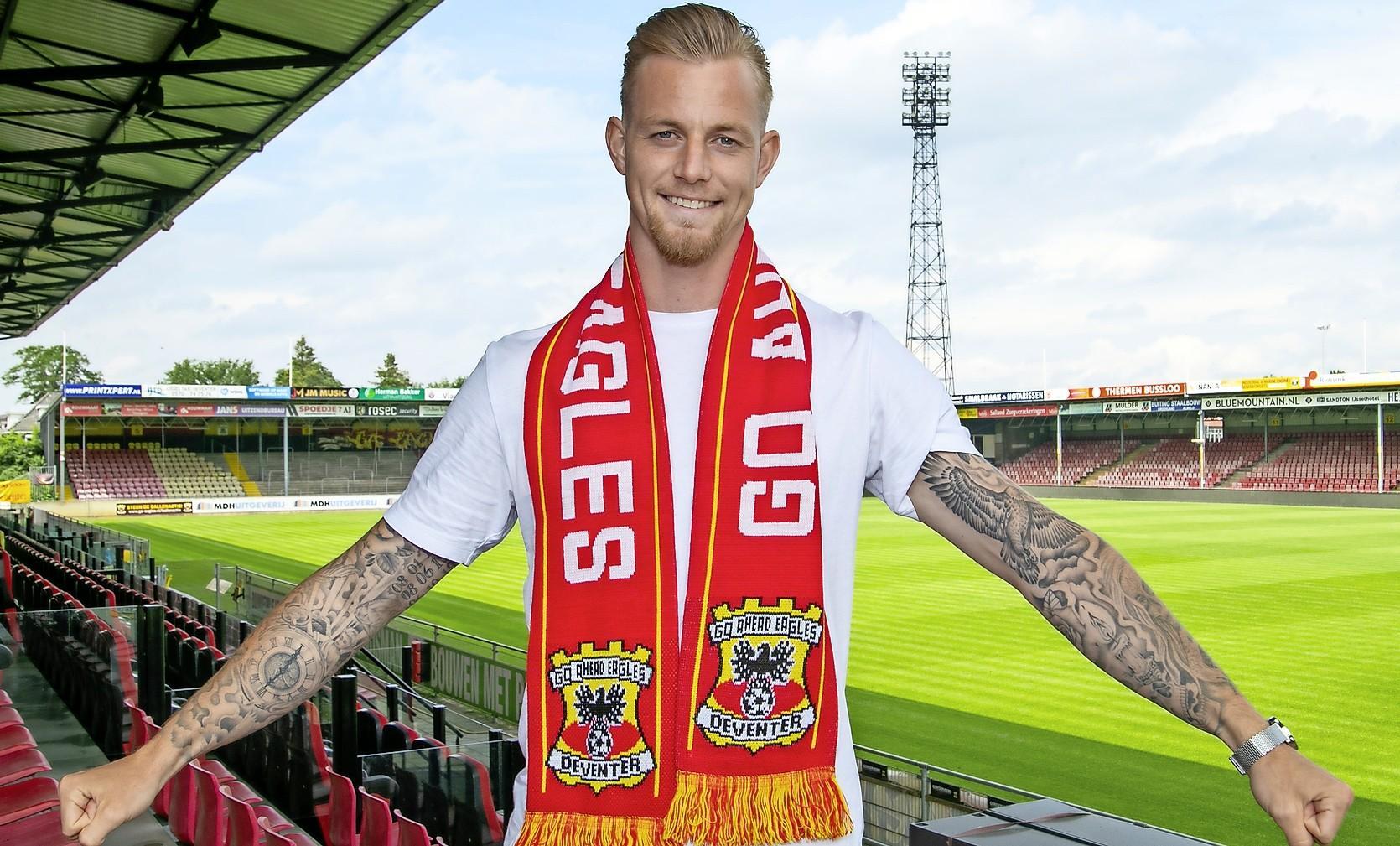 Kevin van Kippersluis van Go Ahead Eagles blijkt besmet te zijn met corona. Voetballer uit Hilversum in thuisquarantaine
