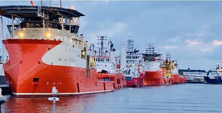 Activiteit aan Helderse havenkades neemt weer toe door stormweer op Noordzee