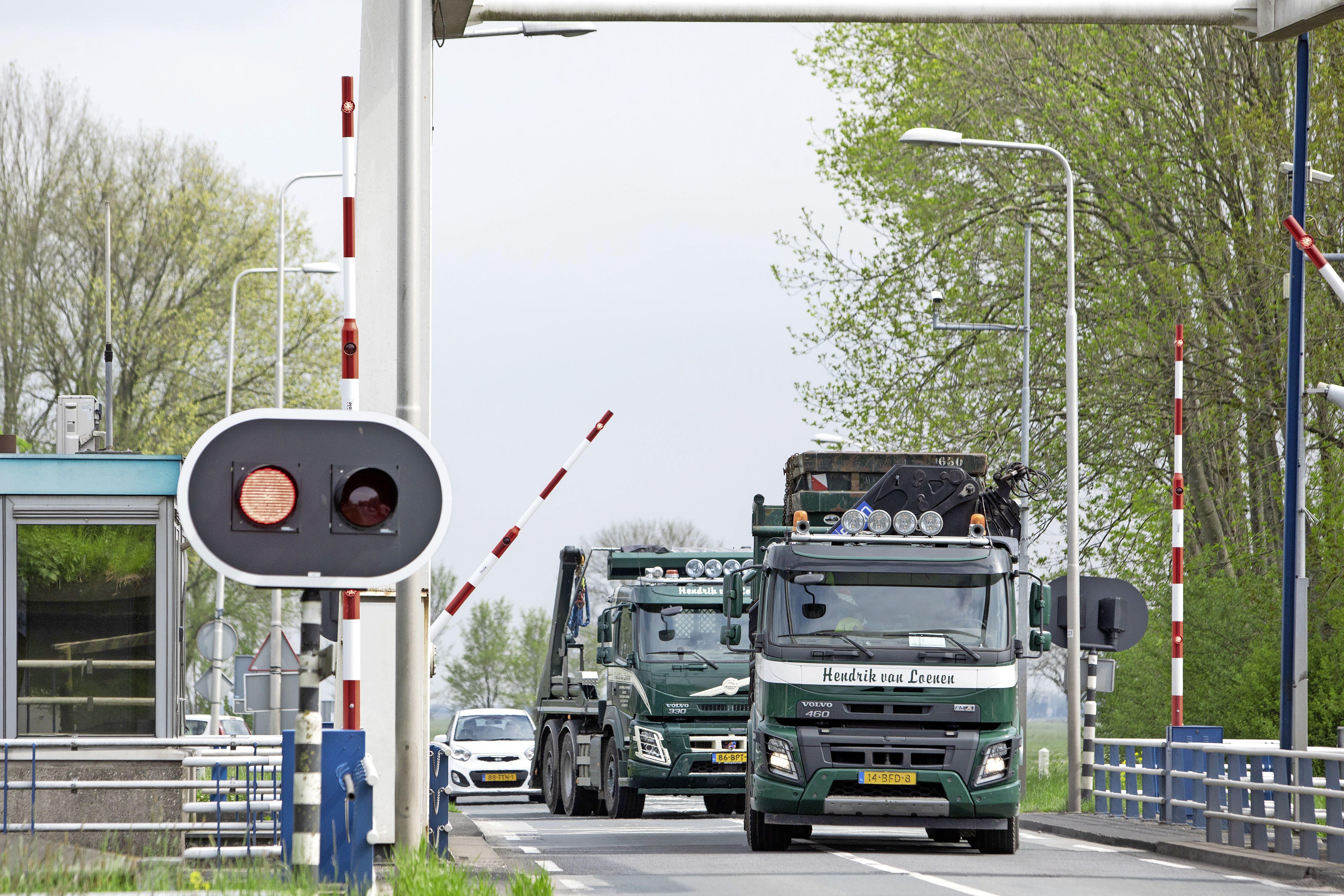 Brug over de Eem bij Baarn hapert deze week voor de zoveelste keer, lokale politiek wil actie
