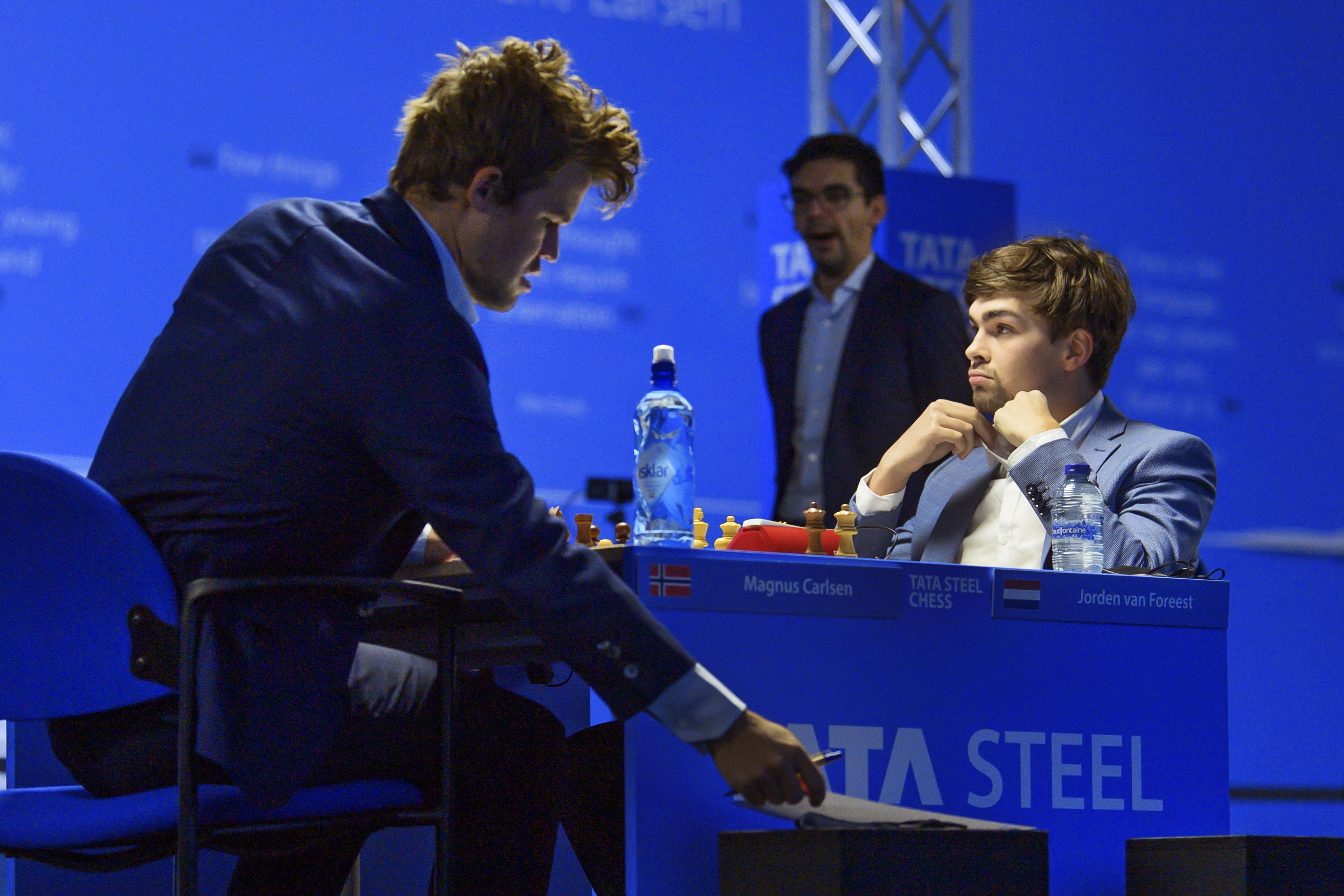Van Foreest speelt remise tegen wereldkampioen Carlsen; alweer de vierde puntdeling voor de 21-jarige schaker in evenzoveel rondes bij Tata Steel Chess