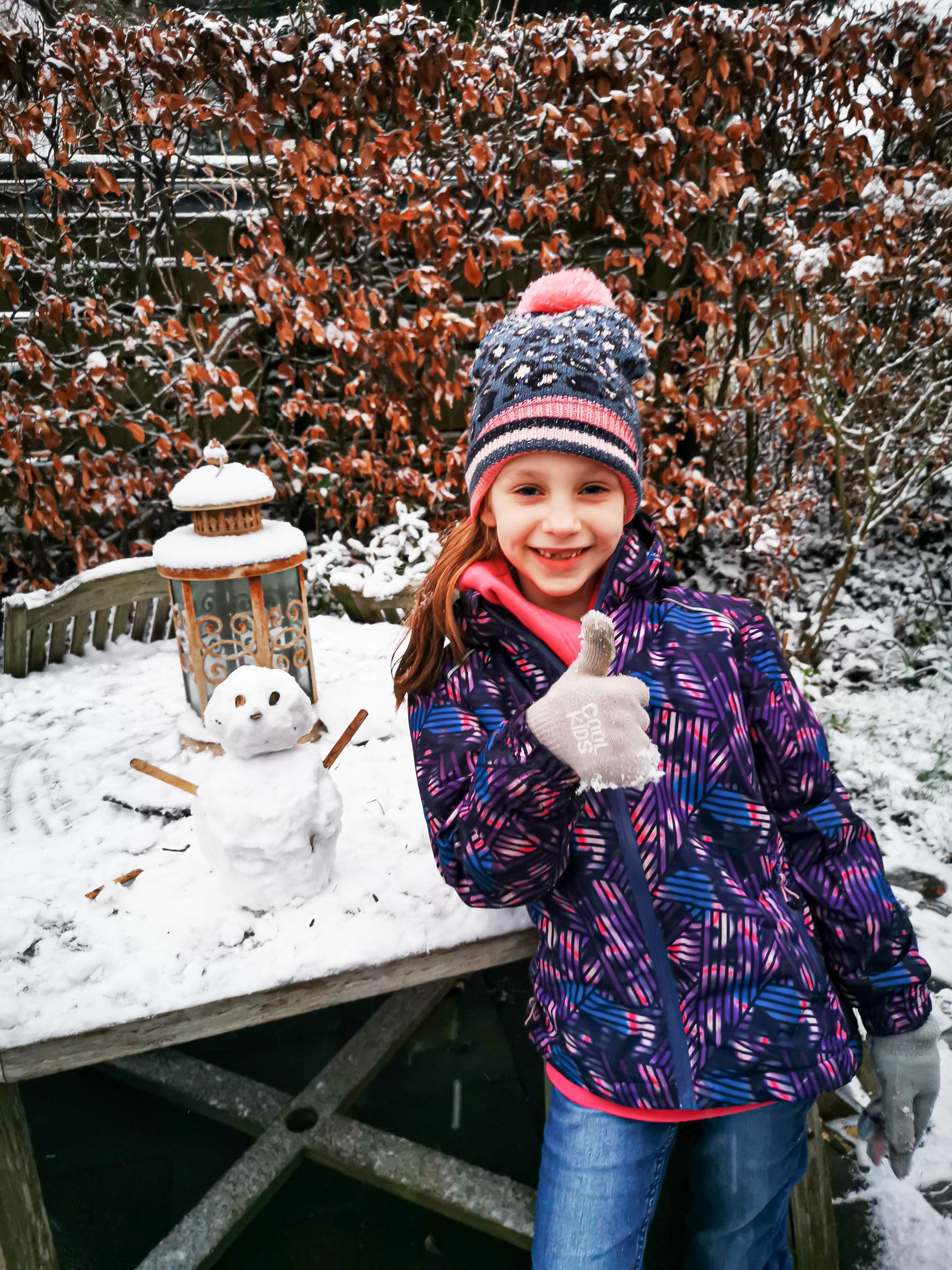 West-Friese winterfoto's: van een besneeuwde molen De Herder tot de sneeuwpop van Saar (6) [fotoalbum]