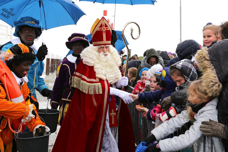 Streep door de feestelijke aankomst Sinterklaas in Oudeschild. Film moet de sfeer zo dicht mogelijk benaderen