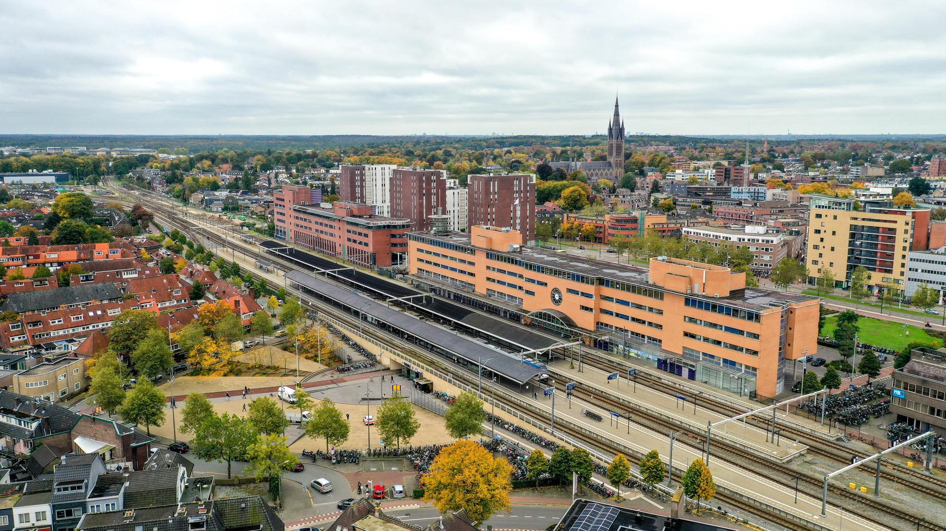 Plek voor 100 tot 250 woningen op en rond het Oosterspoorplein in Hilversum. 'Het wordt absoluut niet volgebouwd'