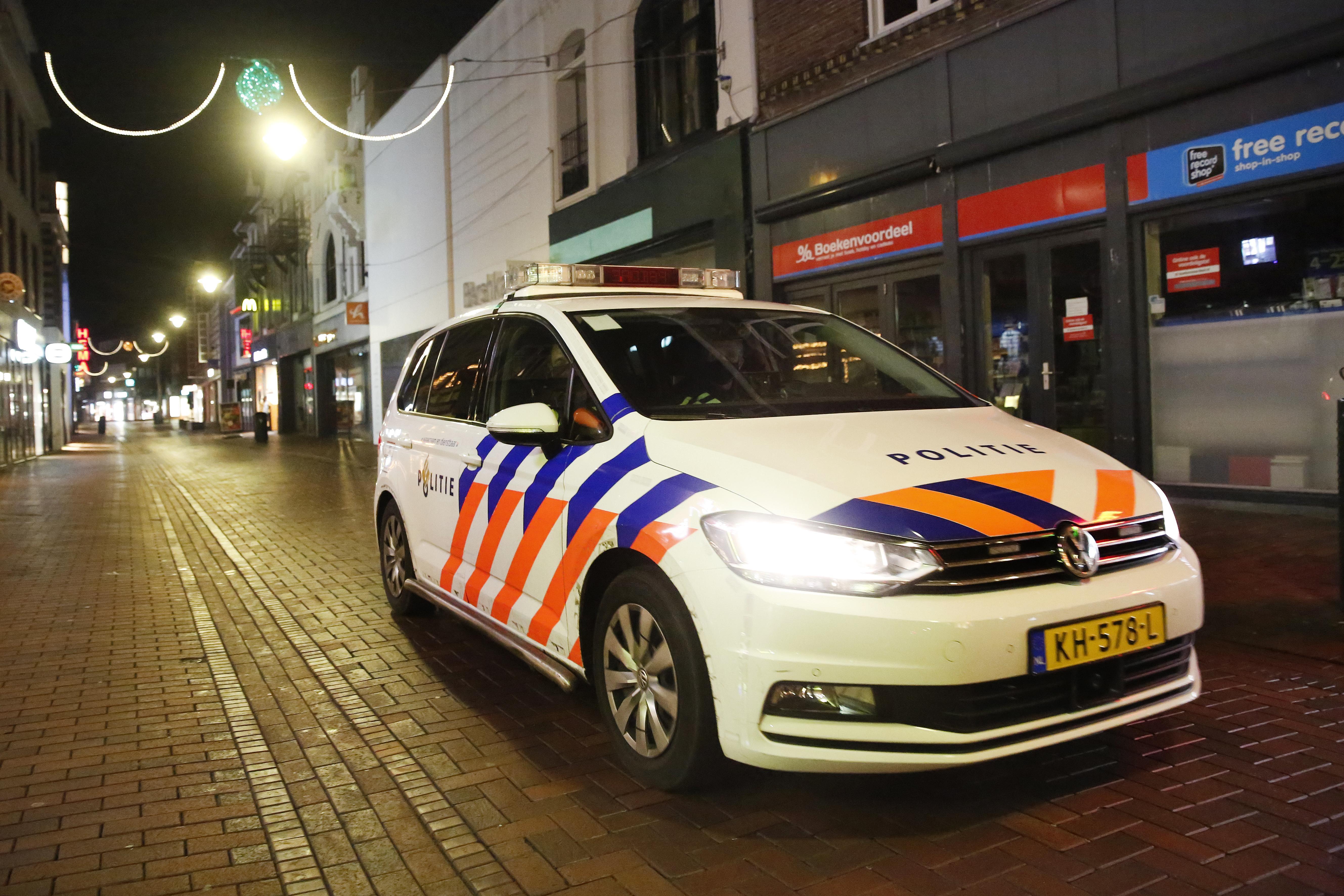 Burgemeester Broertjes is waakzaam na rellen in het land tijdens de avondklok. 'Ongelooflijk wat er gebeurt. In Hilversum is het gelukkig rustig'
