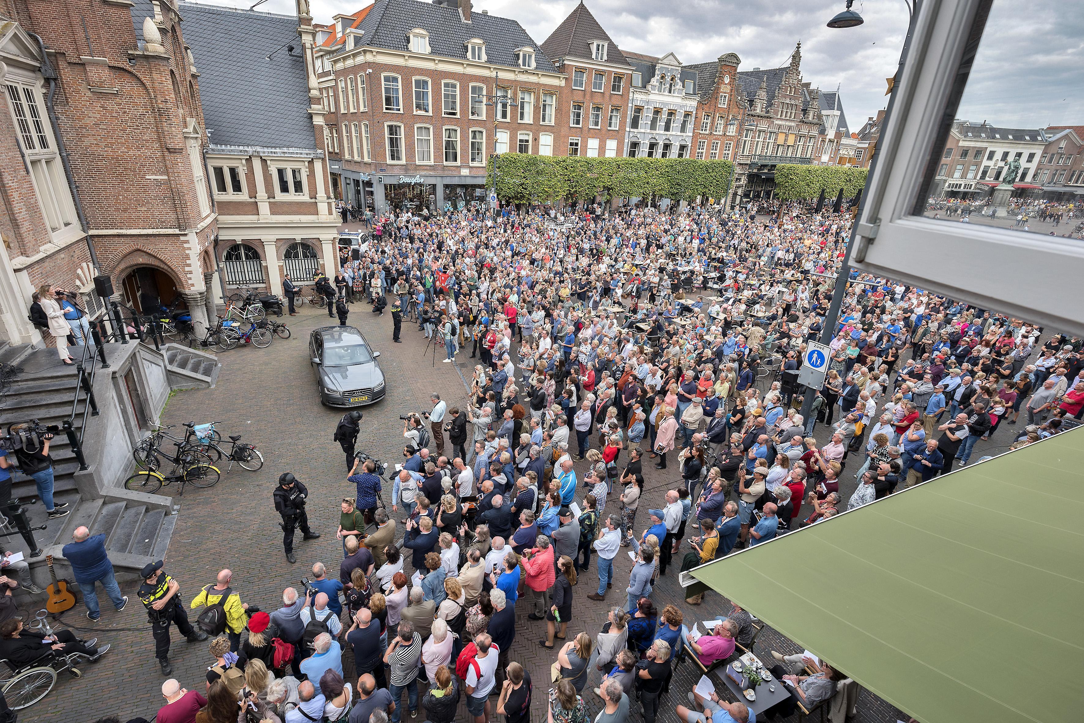 Politie zoekt video's van steunbetuiging voor burgemeester Haarlem
