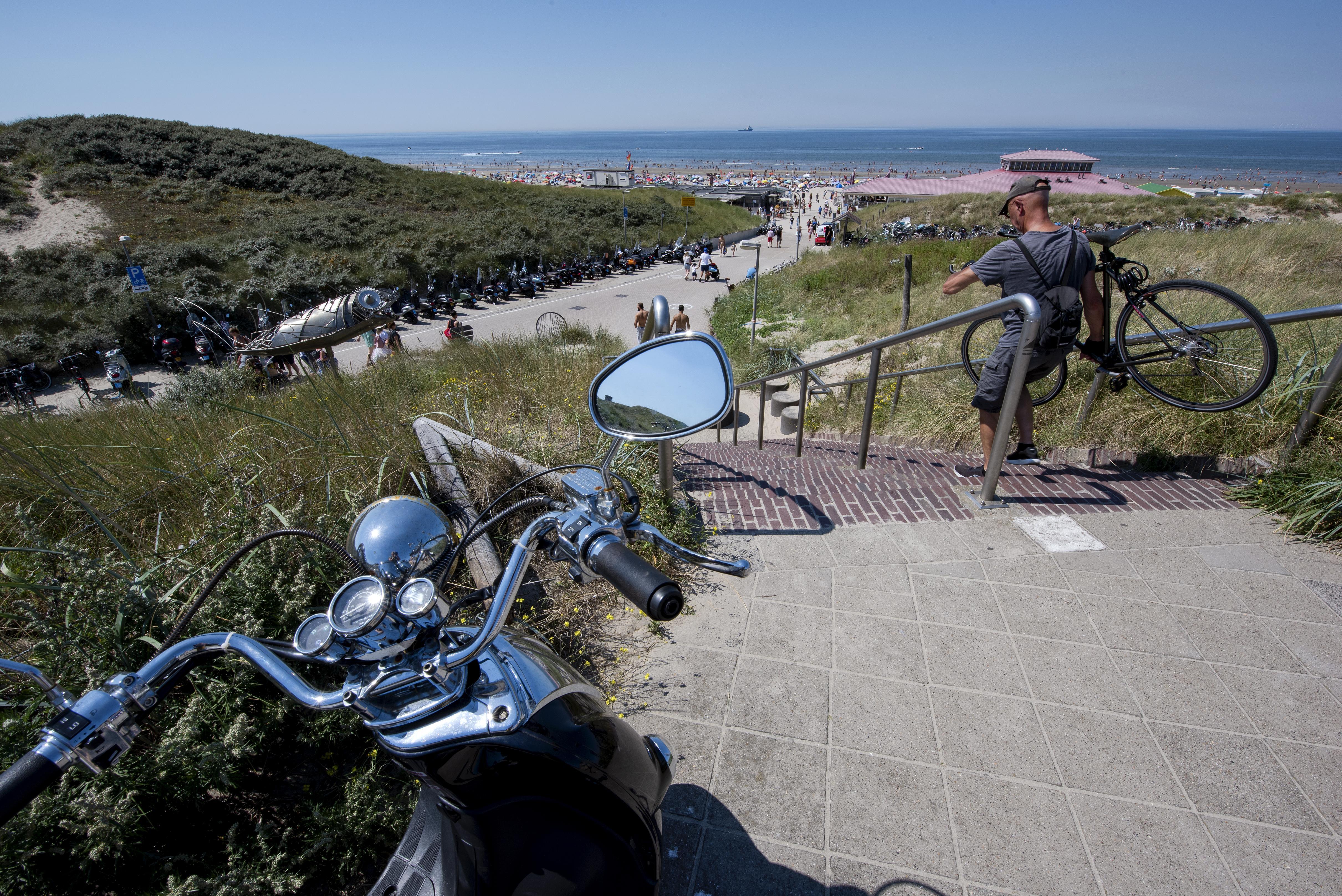 Uitpuilende fietsenstallingen in Wijk aan Zee, afgesloten wegen in Castricum en Velsen