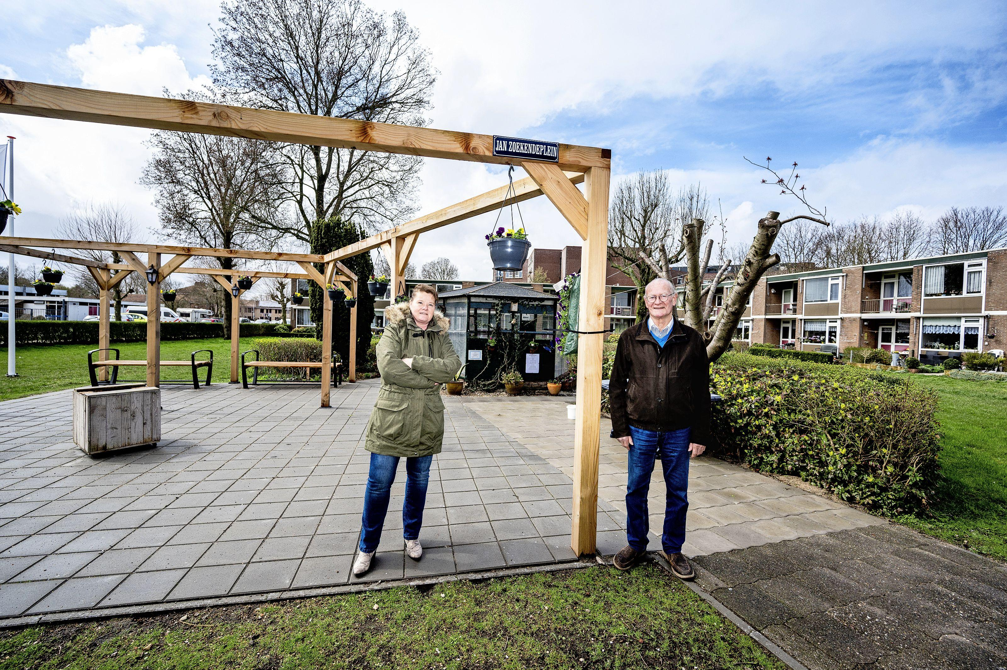 Monnickendammer Jan Zoekende (82) is 'lijp van vogels' en heeft nu zijn eigen plein