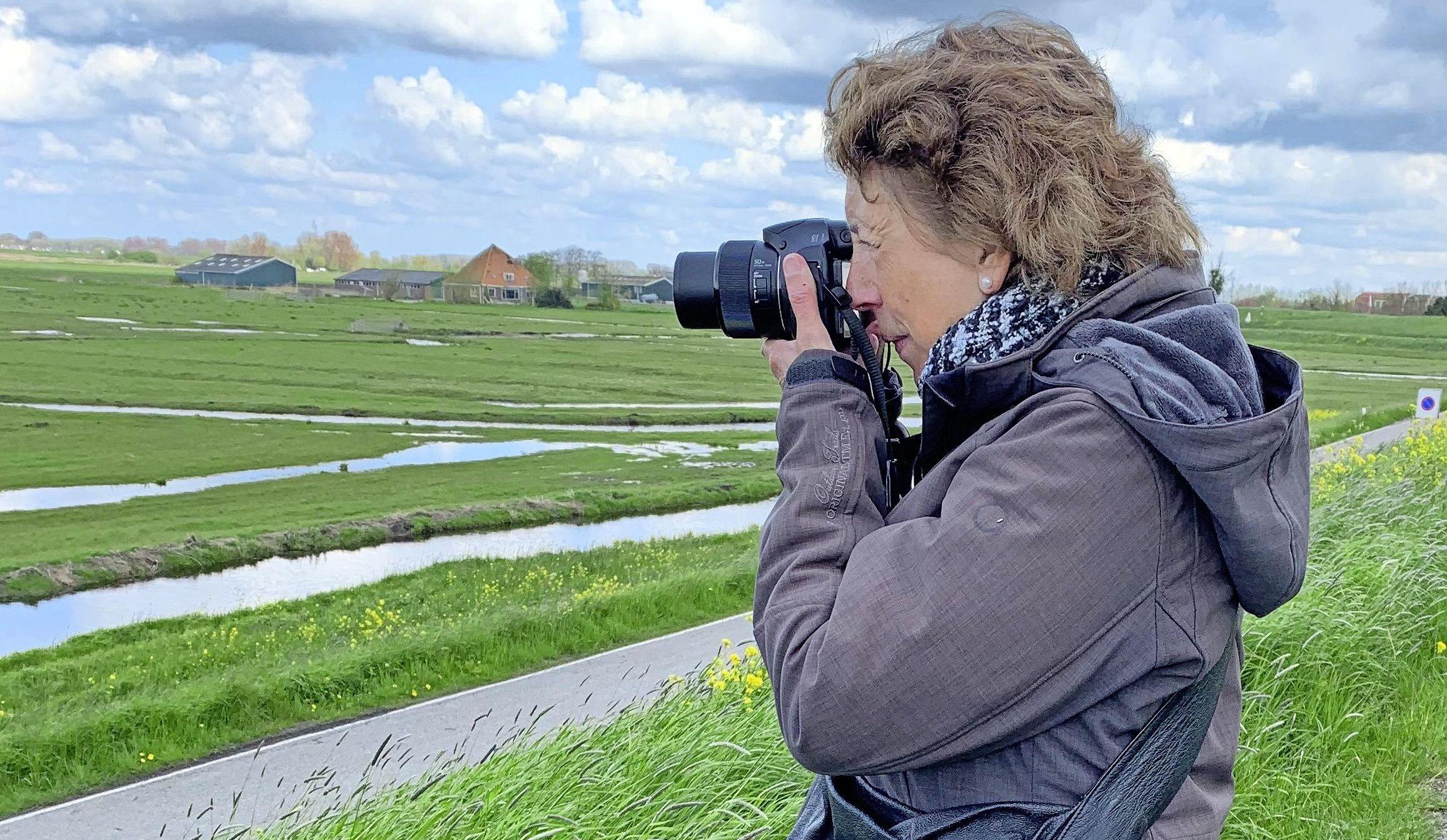 Carla (70) speurde vroeger naar sporen van chemische wapens, nu naar weidevogels | column