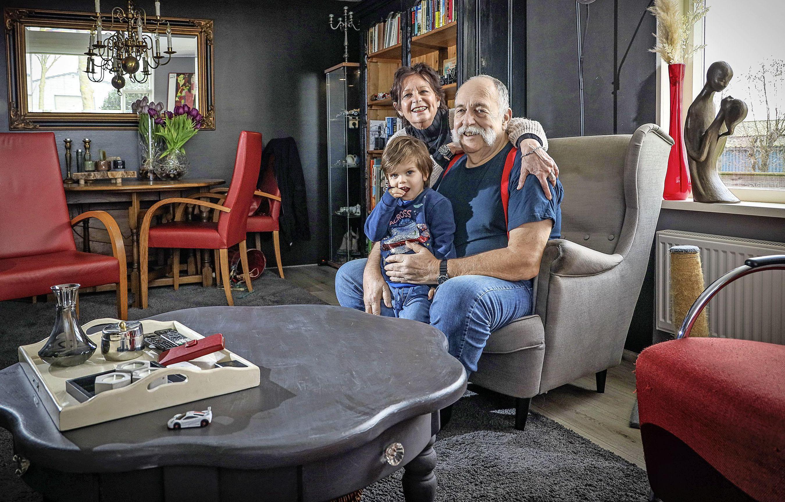 Henk en Margo rijk in hun West-Friese stolp voor een arme boer
