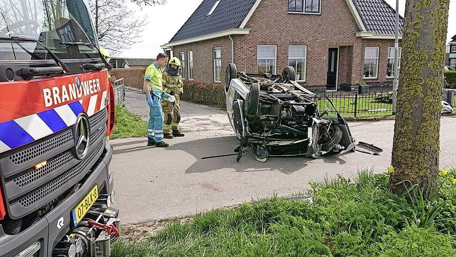 Bestuurder 45-kilometerwagen zwaargewond bij ongeval in Westwoud