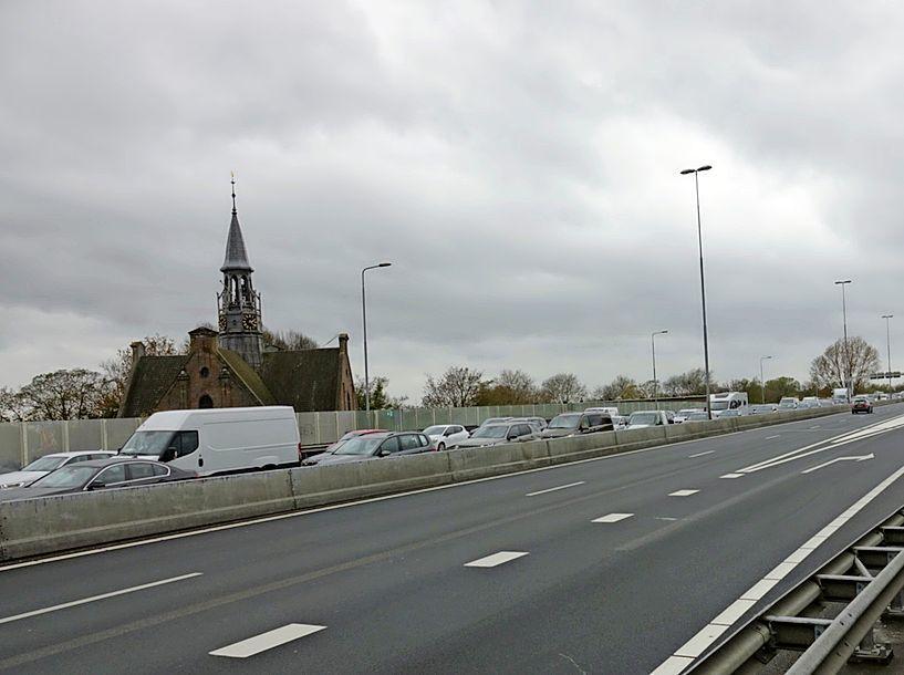 Coenbrug (A8) bij de Zaan dicht door storing, verstoring is weer gedeeltelijk verholpen [update]