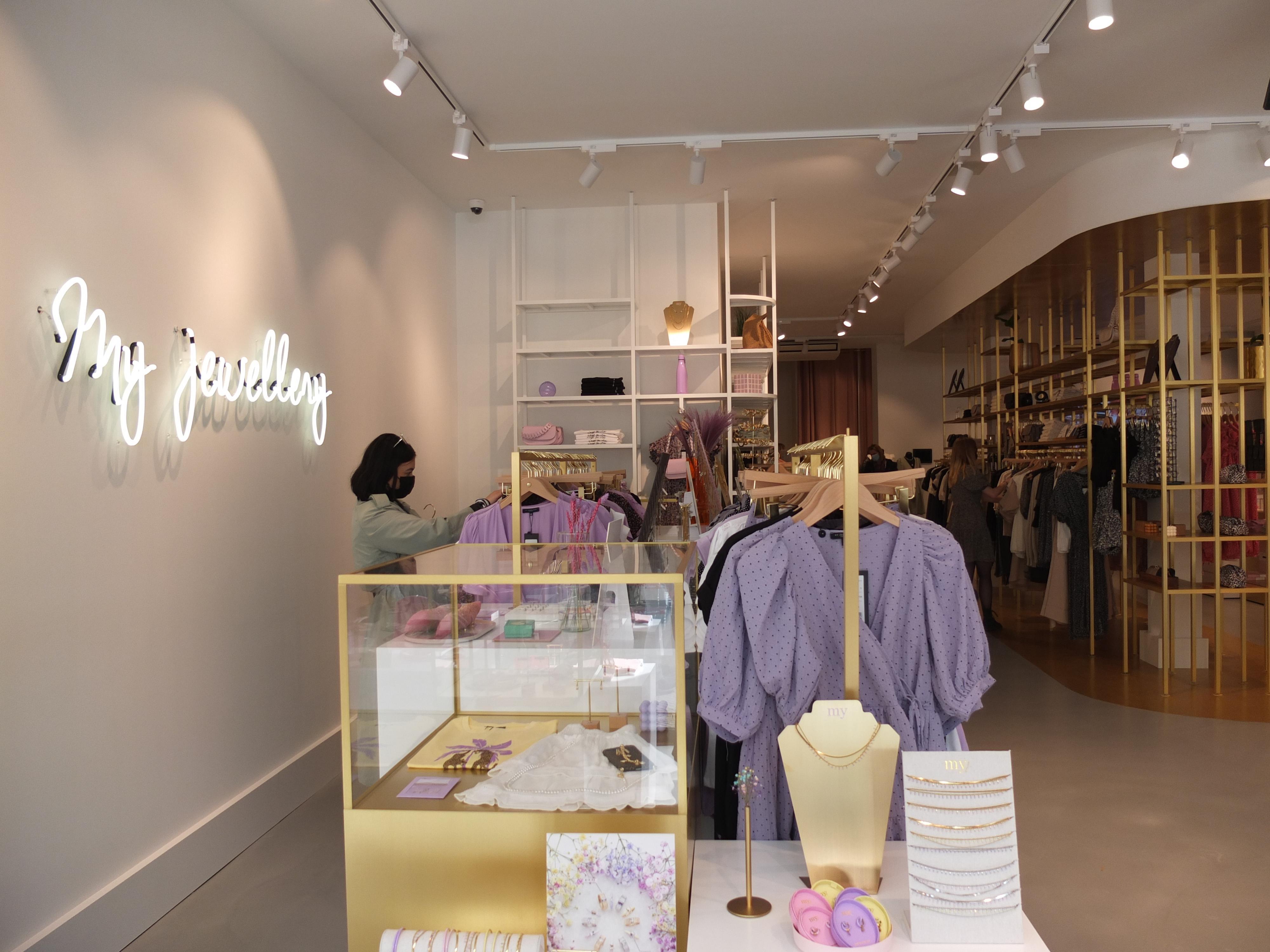 Shoppen: Nieuwe winkel met sieraden en kleding op de Nieuwe Rijn in Leiden: 'Duizenden positieve reacties op sociale media'