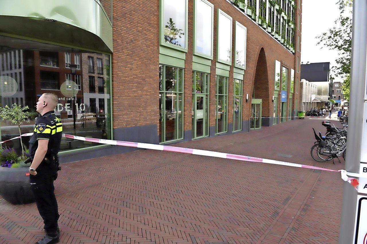 Bibliotheek en parkeergarage in Alphen enige tijd ontruimd vanwege 'verdacht pakketje'